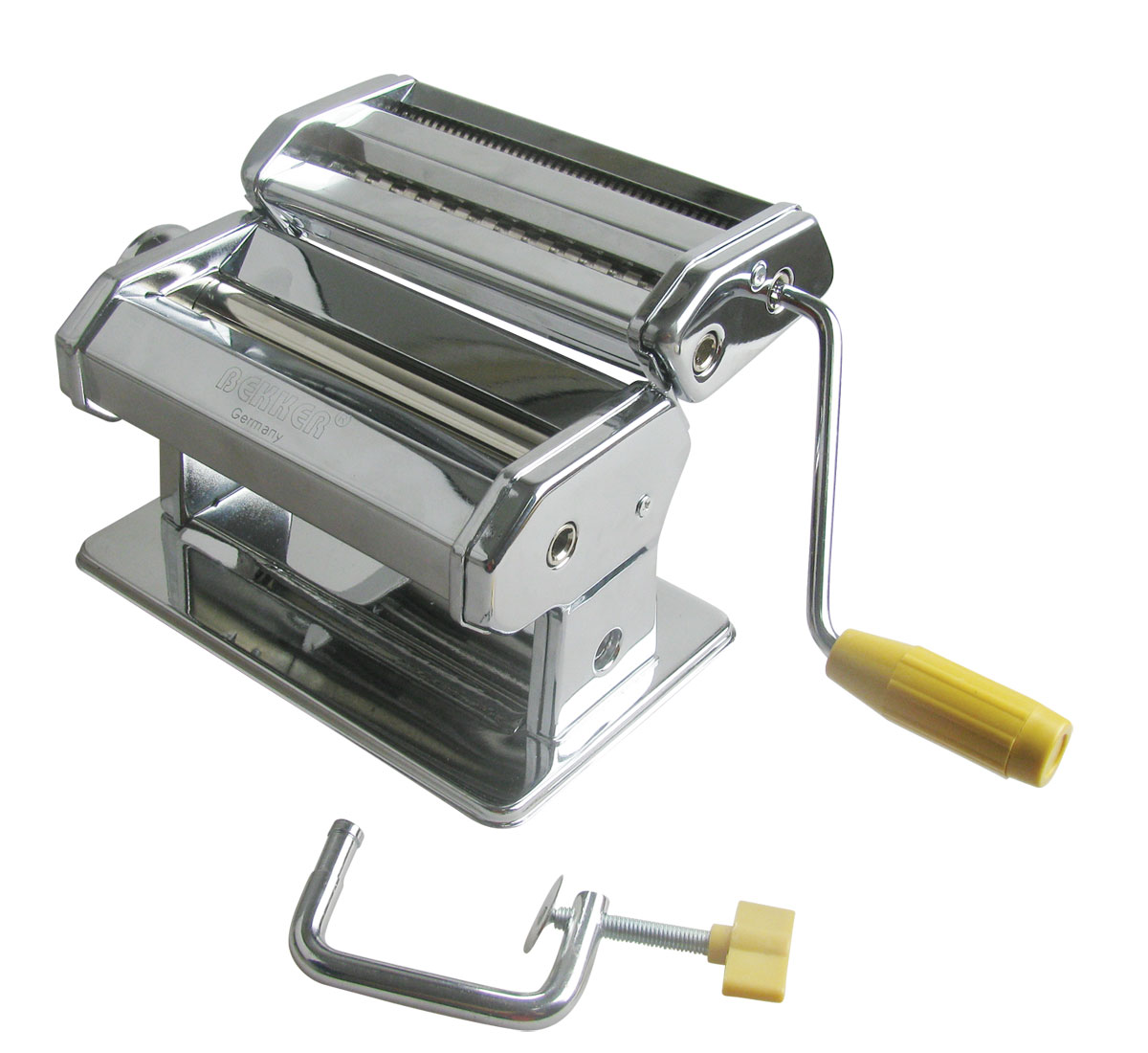 Лапшерезка Bekker, 24 см х 19 см х 15,5 смBK-5200Лапшерезка Bekker выполнена из высококачественной нержавеющей стали. Машинка состоит из нескольких частей: валик для раскатки теста, нарезной блок, регулятор толщины теста и ширины лапши, ручка, фиксатор. Регулируемая толщина теста от 0,5 мм до 3 мм. Регулируемая ширина лапши от 2,2 мм до 6,6 мм.С помощью такой машинки очень легко готовить лапшу: - прокатите тесто через машинку; - разрежьте тесто на ровные полоски с помощью ножа; - переставьте ручку в отверстие на нарезном блоке, установите необходимую толщину лапши и пропустите полоску через нарезной блок. Теперь с помощью такой машинки готовить вкусную лапшу можно в домашних условиях. Удобный и практичный прибор для любой хозяйки.Рекомендуется сухая ручная чистка.Ширина прокатного листа теста: 2,2 мм.Длина прокатного вала: 14,5 см.Материал валов: нержавеющая сталь. Размер лапшерезки: 24 см х 19 см х 15,5 см.