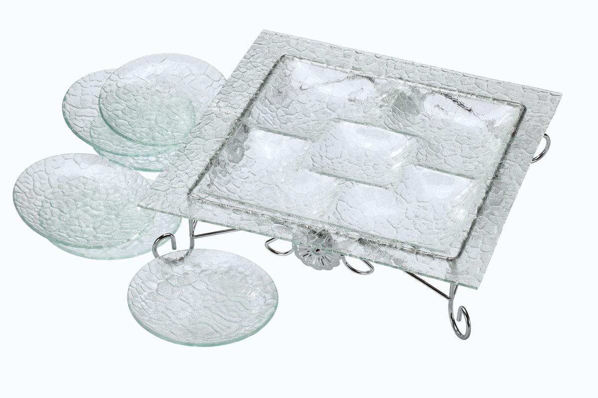 Набор столовый Bekker, 8 предметов. BK-6702115510Набор Bekker состоит из менажницы на подставке и 6 тарелок. Изделия выполнены из высококачественного стекла и оформлены изысканным рельефом, который придает изделиям роскошный внешний вид. Менажница квадратной формы имеет 5 отделений для подачи различных закусок, соусов, салатов и т.д. Для менажницы предусмотрена металлическая подставка с хромированной поверхностью. Набор Bekker красиво оформит сервировку стола и станет хорошим дополнением к коллекции столовой посуды. Идеальный вариант для торжественных случаев. Подходит для чистки в посудомоечной машине.Размер менажницы: 36 см х 36 см. Высота менажницы (с подставкой): 9,5 см. Размер секции: 13 см х 13 см; 10 см х 10 см. Диаметр тарелки: 15 см.