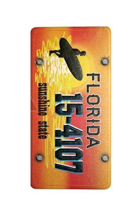Ароматизатор Phantom Pin Up FloridaДА-18/2+Н550Ароматизатор Phantom Pin Up Florida имеет аромат классической французской ванили. Предназначен для автомобиля, а также для небольших помещений. Выполнен из картона и снабжен специальной нитью для подвешивания. Аромат держится до 40 дней. Серия выполнена в известном стиле американской графики Pin Up, популярность которого не угасает с 40-х годов. Уникальный дизайн, нет аналогов на рынке! Высокое качество печати. Очаровательные сюжеты этой серии никого не оставят равнодушными! Ароматизаторы Phantom создают в салоне автомобиля благоприятную и непринужденную атмосферу, как для водителя, так и для пассажиров. В отличие от традиционных освежителей воздуха, Phantom обладают не только превосходными ароматами, но и стильным и приятным дизайном. Качество ароматизаторов Phantom постоянно поддерживается на высоком уровне, а в производстве ароматов используется только качественные ингредиенты. Состав: картон, ароматическая отдушка. Размер ароматизатора: 6 см х 12 см.