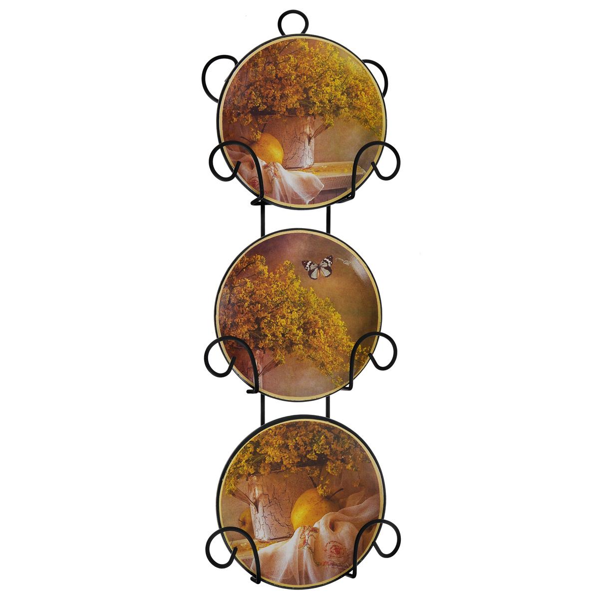 Набор декоративных тарелок Феникс-Презент, диаметр 10 см, 3 шт54 009312Набор из трех декоративных тарелок с ярким рисунком украсят практически любое ваше помещение, будь то кухня, столовая, гостиная, холл и будут являться необычным дизайнерским решением. Тарелки выполнены из доломитовой керамики, подставка в виде вертикальной этажерки,благодаря которой сувенир удобно и быстро крепится к стене, - из черного металла. Каждая тарелочка, декорированная изображениями свежей зелени и бабочки, помещается в отдельную нишу. Очаровательный набор декоративных тарелок - замечательный подарок друзьям и близким людям. Размер тарелки (без подставки): 10 см х 10 см х 1,5 см. Размер сувенира с подставкой: 2,5 см х 11,5 см х 33 см.