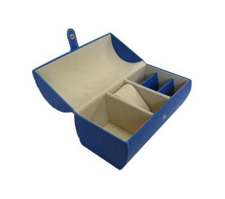 Шкатулка для ювелирных изделий, цвет: синий. 331787700462Шкатулка Феникс 33178 для хранения ювелирных украшений не оставит равнодушной ни одну любительницу изысканных вещей. Она выполнена в виде сундучка и обладает пятью отделениями. Данная модель выполнена из картона и полиуретана. Характеристики: Размер шкатулки в закрытом виде: 16 см x 9,5 см x 11 см. Цвет: синий. Материал: искусственная кожа, искусственная замша. Производитель: Китай. Артикул: 33178.