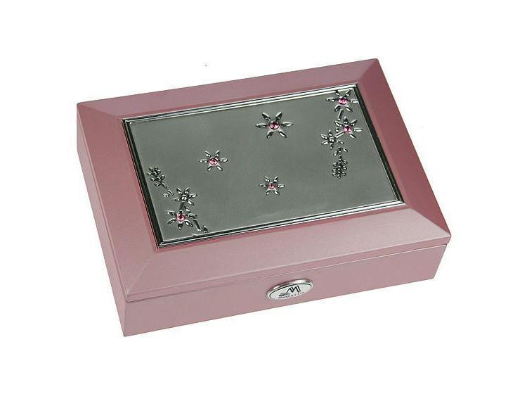 Шкатулка для ювелирных украшений Moretto, цвет: розовый. 39916612455Оригинальная шкатулка Русские подарки MORETTO 39916 сохранит ваши ювелирные изделия в первозданном виде. С ней вы сможете внести в интерьер частичку элегантности. Данная модель выполнена из качественных материалов и станет оригинальным подарком. Характеристики: Материал: МДФ, металл (алюминий), стекло, текстиль. Цвет: розовый. Размер шкатулки: 18 см x 12,5 см x 5 см. Размер упаковки: 19 см х 14,5 см х 6 см. Артикул: 39916.