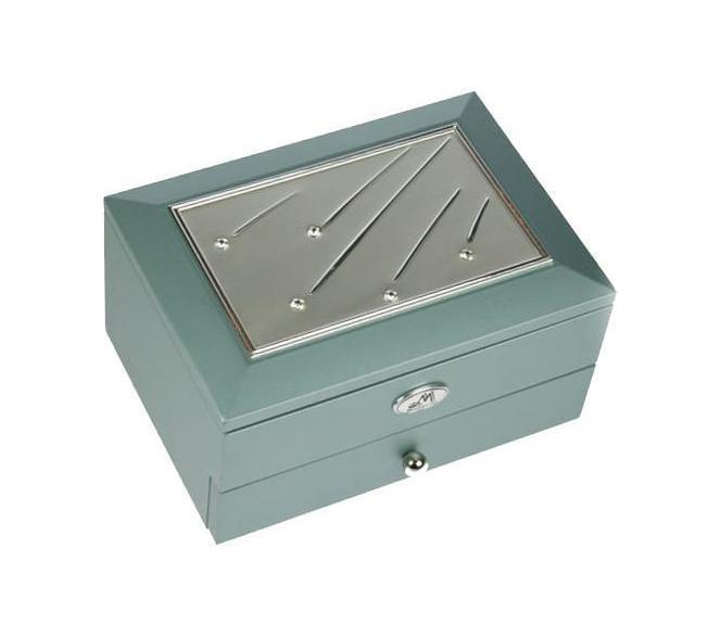 Шкатулка ювелирная 2-х ярусная Moretto, цвет: светло-зеленый, 18 х 13 х 10 см 3993239927Двухъярусная шкатулка Русские подарки MORETTO 39932 сохранит ваши ювелирные изделия в первозданном виде. С ней вы сможете внести в интерьер частичку элегантности. Модель станет оригинальным и стильным подарком. Характеристики:Материал: МДФ, металл (алюминий), стекло, текстиль, ПМ. Размер шкатулки: 18 см х 13 см х 10 см. Размер отделения верхнего яруса (Д х Ш х Г): 5 см х 10,5 см х 3 см. Размер выдвижного ящичка (Д х Ш х Г): 14 см х 9,5 см х 3 см. Размер зеркала: 12 см х 7 см. Размер упаковки: 19 см х 15 см х 11 см. Артикул: 39932.