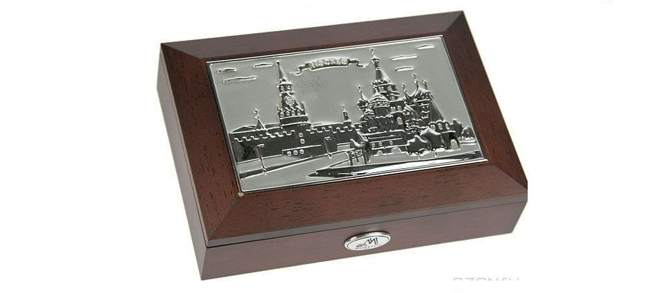 Шкатулка ювелирная MORETTO Москва 18*13*5смNLED-420-1.5W-RВеликолепная шкатулка для вашей любимой. Здесь можно хранить бижутерию, ювелирные изделия и множество других мелочей. Очень оригнальний подарок для особых дат в вашей совместной жизни. Материал: MDF, металл (алюминий), стекло, текстиль, ПМ; цвет: коричневый