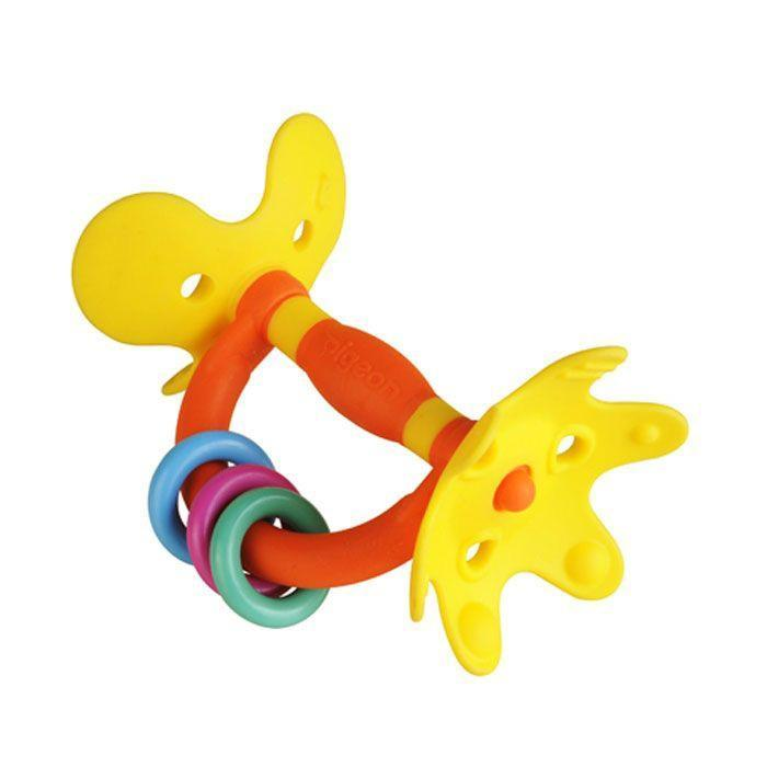 """Игрушка-прорезыватель Pigeon """"Цветок"""" позволит ребенку снять неприятные ощущения при прорезывании зубов. Прорезыватель выполнен в виде оси, на концах которой расположены элементы в виде лепестков. Лепестки имеют различную рельефную поверхность, малыш сможет их грызть, массируя десны. Игрушка снабжена ручкой, на которую нанизаны три пластиковых колечка. Малыш с удовольствием будет их передвигать вдоль ручки. Форма прорезывателя удобна для маленьких детских ручек. Ребенок сможет его держать, трясти и перекладывать из одной руки в другую. Такой прорезывать поможет малышу развить цветовое восприятие, мелкую моторику рук и сенсорное восприятие."""