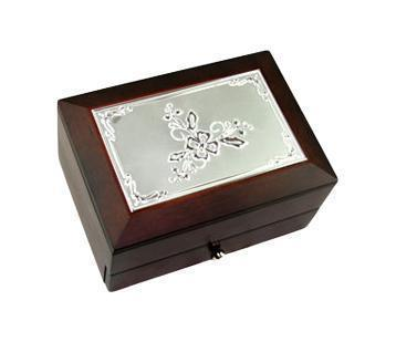 Шкатулка Цветок 2-х ярусная 18х13х10см139556Шкатулка Русские подарки MORETTO 39599 сохранит ваши ювелирные изделия в первозданном виде. С ней вы сможете внести в интерьер частичку элегантности. Данная модель выполнена из качественных материалов и станет оригинальным подарком. Материал: MDF, металл (алюминий), стекло, текстиль, ПМ; цвет: коричневый