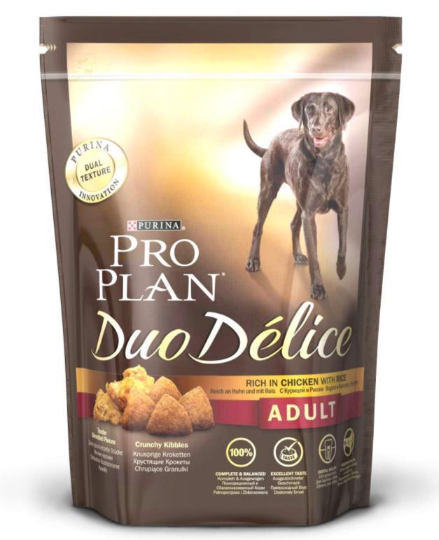 Корм сухой для собак Pro Plan Duo Delice, с курицей и рисом, 700 г0120710Сухой корм Pro Plan Duo Delice - это полнорационный корм для взрослых собак, с курицей и рисом. Корм обеспечивает правильный баланс питательных веществ для поддержания здоровья и хорошего самочувствия взрослых собак. Тщательно отобранные ингредиенты и специально разработанный процесс приготовления обеспечивают высокую усвояемость корма, благодаря чему собаки получают необходимые им питательные вещества. Собаки обожают инновационное сочетание хрустящих крокет и мягких кусочков, в которых основным ингредиентом является курица. Уникальное сочетание хрустящих крокет и мягких кусочков побуждает собаку с удовольствием пережевывать корм. Механическое воздействие хрустящих крокет на зубы вашей собаки, действует как зубная щетка, тем самым способствует уменьшению отложения зубного камня. Содержащаяся в корме клетчатка помогает поддерживать здоровье пищеварительного тракта, помогает улучшить качество стула, а белок из специально выбранных ингредиентов легко усваивается организмом собаки. Состав: курица (17%), пшеница, кукуруза, сухой белок птицы, животный жир, пшеничный глютен, сухая мякоть свеклы, кукурузная крупа, рис (4%), минеральные вещества, вкусоароматическая кормовая добавка, пропиленгликоль, яичный порошок, рыбий жир, солодовая мука. Добавленные вещества (на 1 кг): витамин А 28200 МЕ; витамин D3 920 МЕ; витамин Е 610 МЕ; витамин С 220 мг; моногидрат сульфата железа 220 мг; йодат кальция 2,9 мг; сульфат медь 45 мг; моногидрат сульфата марганца 90 мг; моногидрат сульфата цинка 380 мг; селенит натрия 0,27 мг. Технологические добавки: экстракт токоферолов натурального происхождения 40 мг/кг. Гарантируемые показатели: белок 25%, жир 16%, сырая зола 8%, сырая клетчатка 2%, омега-3 жирные кислоты 0,3%, омега-6 жирные кислоты 2,1%. Товар сертифицирован.