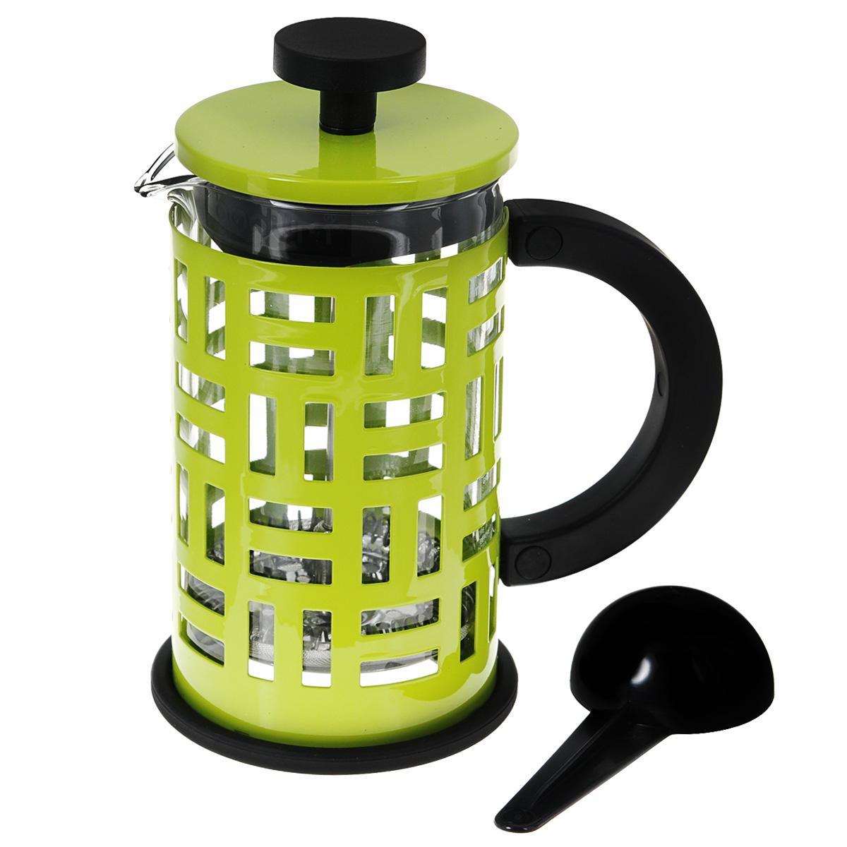 Кофейник Bodum Eileen с прессом, с ложечкой, цвет: зеленый, 0,35 л11198-Кофейник Bodum Eileen представляет собой колбу из термостойкого стекла в цельной оправе из окрашенной нержавеющей стали. Оправа защищает хрупкую колбу от толчков и ударов. Кофейник оснащен стальным фильтром french press, который позволяет легко и просто приготовить отличный напиток. Ненагревающаяся ручка кофейника выполнена из пластика. В комплекте небольшая мерная ложечка из черного пластика.Благодаря такому кофейнику приготовление вкуснейшего ароматного и крепкого кофе займет всего пару минут. Профессиональная серия Eileen была задумана и создана в честь великого архитектора и дизайнера - Эйлин Грей (Eileen Gray). При создании серии были особо учтены соображения функционального удобства. Стильный внешний вид и практичность в использовании сделали Eileen чрезвычайно востребованной серией. Объем: 0,35 л.Диаметр кофейника по верхнему краю: 7 см.Высота стенки кофейника: 13,5 см.Длина ложечки: 10 см.