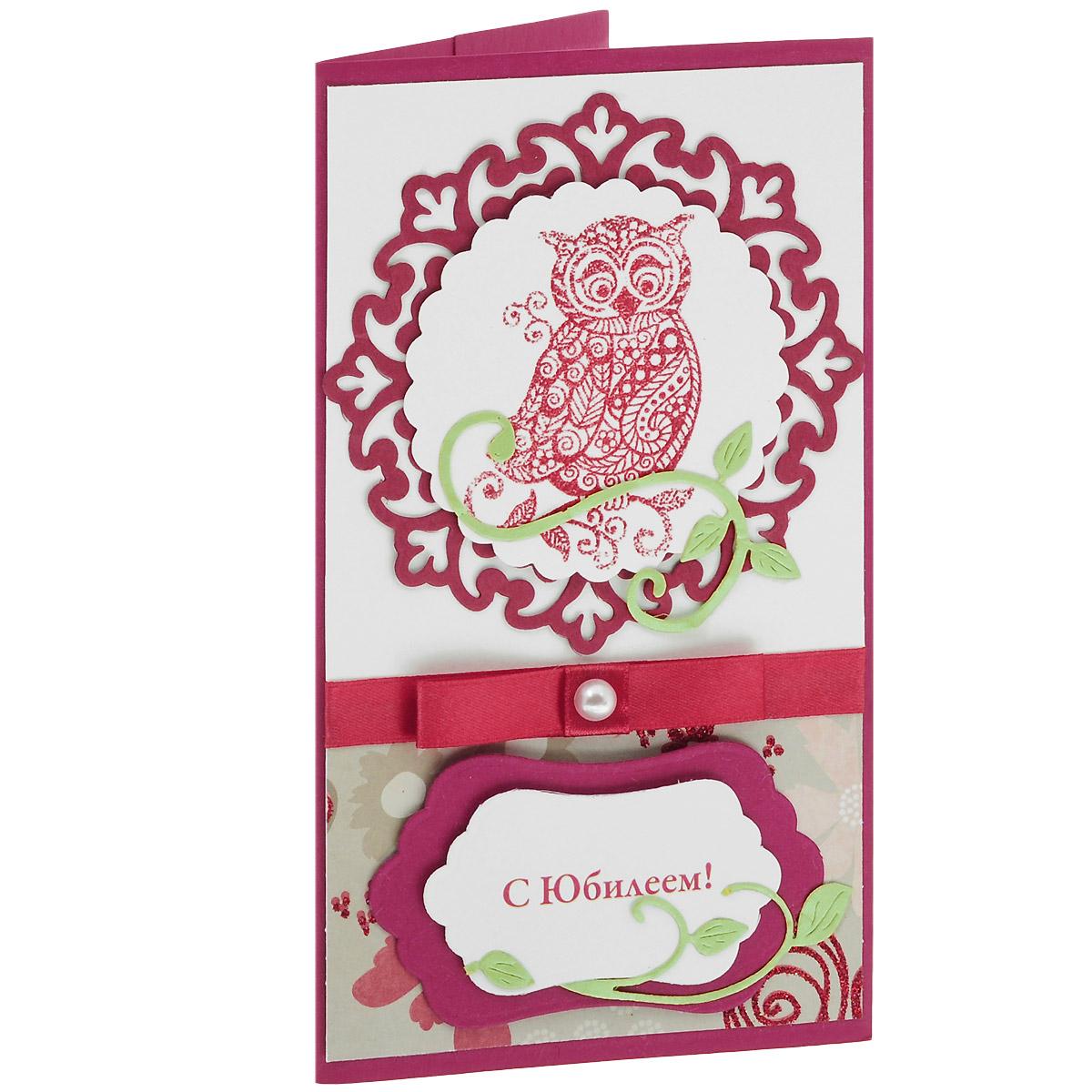 ОЮ-0001 Открытка-конверт «С Юбилеем!» (Сова). Студия «Тётя Роза»U0402-161-CBLAХарактеристики: Размер 19 см x 11 см.Материал: Высоко-художественный картон, бумага, декор. Данная открытка может стать как прекрасным дополнением к вашему подарку, так и самостоятельным подарком. Так как открытка является и конвертом, в который вы можете вложить ваш денежный подарок или просто написать ваши пожелания на вкладыше. Сова – символ мудрости, в центре ажурного медальона выполнена в технике горячего термоподъема. Атласная бордовая лента и жемчуг на бантике эффектно подчеркивают нарядность этого торжественного поздравления. Также открытка упакована в пакетик для сохранности.Обращаем Ваше внимание на то, что открытка может незначительно отличаться от представленной на фото.Открытки ручной работы от студии Тётя Роза отличаются своим неповторимым и ярким стилем. Каждая уникальна и выполнена вручную мастерами студии. (Открытка для мужчин, открытка для женщины, открытка на день рождения, открытка с днем свадьбы, открытка винтаж, открытка с юбилеем, открытка на все случаи, скрапбукинг)