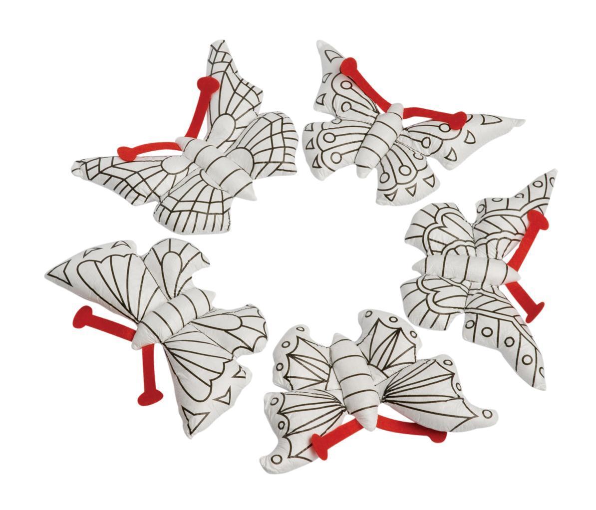 """Набор игрушек-раскрасок """"Бабочки-чародейки"""" включает в себя пять игрушек-бабочек для раскраски и четыре фломастера. Бабочки симпатичные и очень мягкие, ребенок будет с удовольствием их раскрашивать, а потом и играть с ними. Игрушка развивает мелкую моторику, цветовое восприятие и творческие способности."""