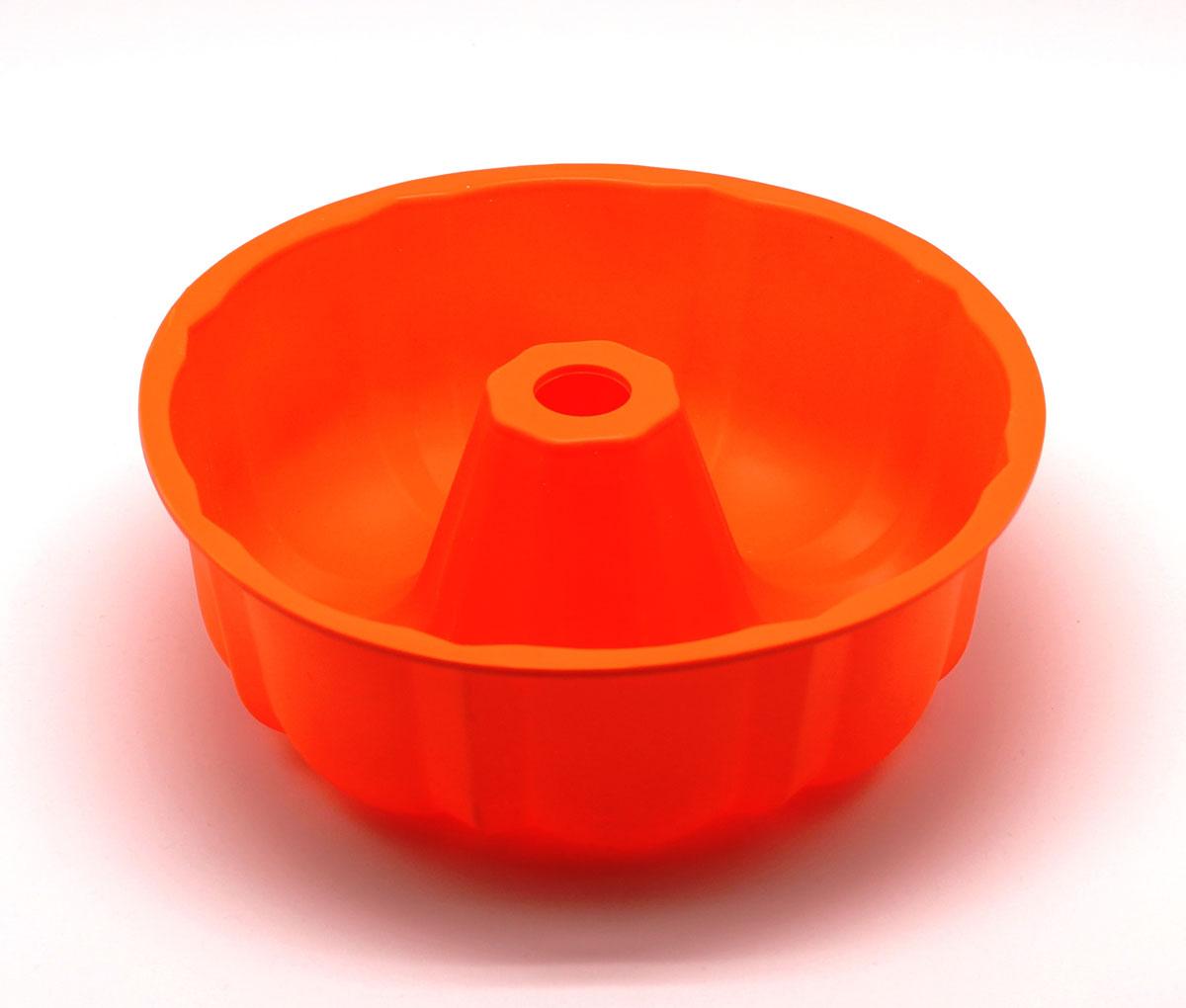 Форма для выпечки Шарлотка, цвет: оранжевый54 009303Силиконовая форма для выпечки имеет много преимуществ по сравнению с традиционной металлической и алюминевой посудой. Она идеально подходит для использования в микроволновых, гаховых и электрических печах при температурах до +230°С. Благодаря гибкости и антипригарным свойствам изделия, ваша выпечка никогда не потеряет свой внешний вид. Форма займет на Вашей кухне минимум места, ее можно свернуть и убрать в шкаф, а при очередном использовании она примет первоначальный вид.Так же хотелось бы отметить, что силикон не вступает ни в какое химическое воздействие с окружающими материалами. Следовательно, Ваша пища, изготовленная в форме из силикона, никогда не будетсодержать посторонних примисей и неприятных запахов.