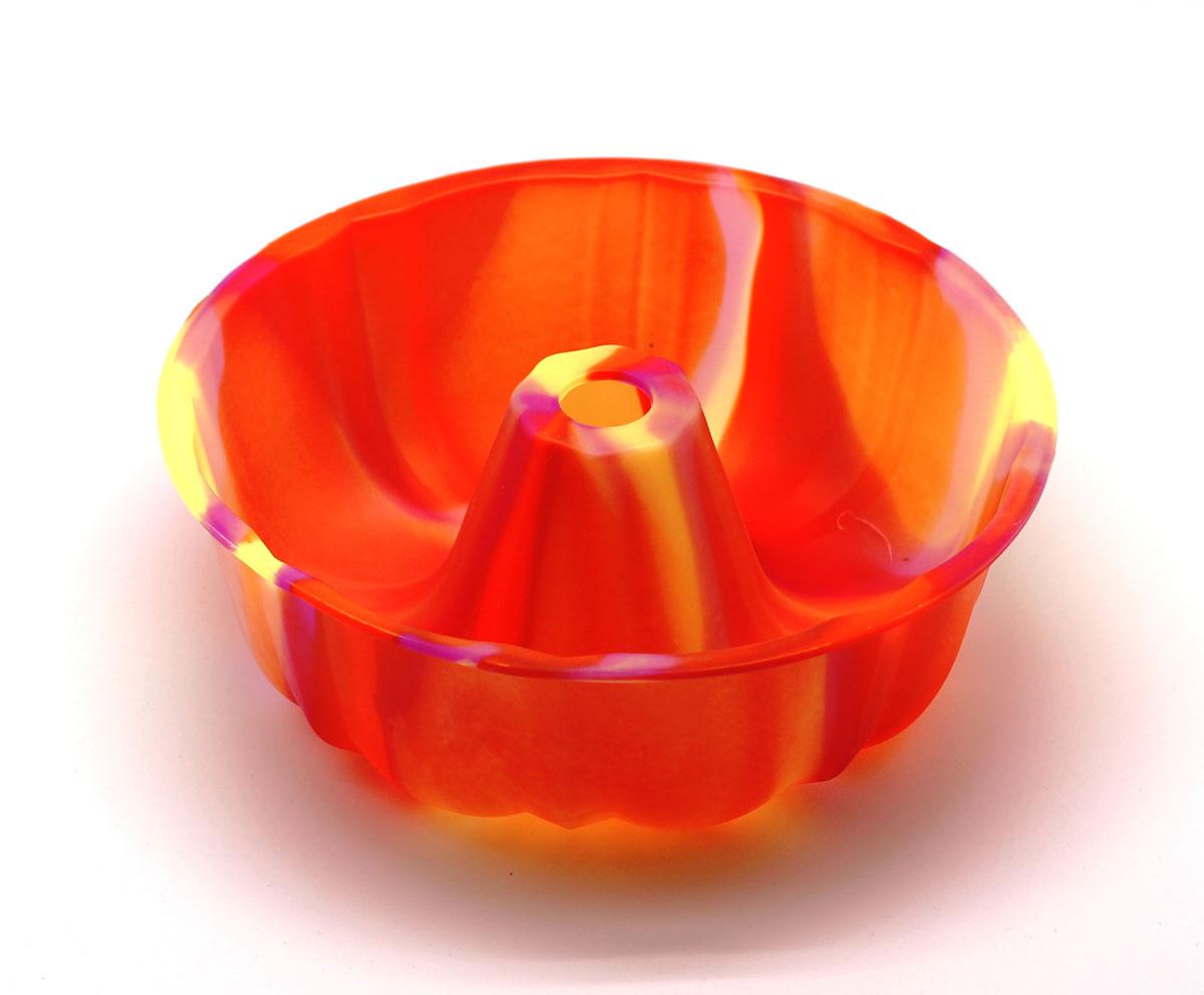 Форма для выпечки ШарлоткаFS-91909Силиконовая форма для выпечки имеет много преимуществ по сравнению с традиционной металлической и алюминевой посудой. Она идеально подходит для использования в микроволновых, гаховых и электрических печах при температурах до +230°С. Благодаря гибкости и антипригарным свойствам изделия, ваша выпечка никогда не потеряет свой внешний вид. Форма займет на Вашей кухне минимум места, ее можно свернуть и убрать в шкаф, а при очередном использовании она примет первоначальный вид.Так же хотелось бы отметить, что силикон не вступает ни в какое химическое воздействие с окружающими материалами. Следовательно, Ваша пища, изготовленная в форме из силикона, никогда не будетсодержать посторонних примисей и неприятных запахов.