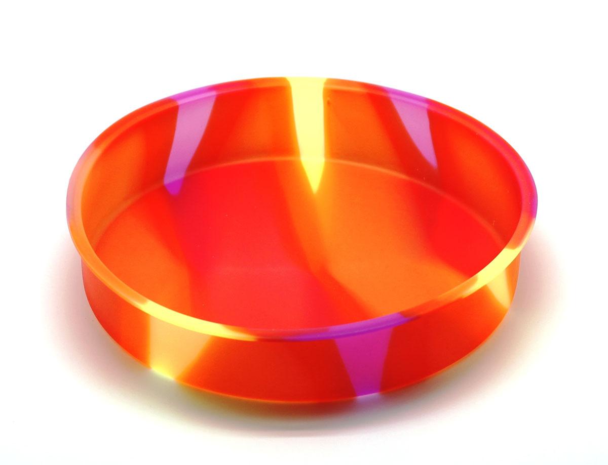 Форма для выпечки Atlantic Торт, цвет: оранжевый, диаметр 25 см94672Круглая силиконовая форма для выпечки Atlantic Торт имеет много преимуществ по сравнению с традиционной металлической и алюминиевой посудой. Она идеально подходит для использования в микроволновых, газовых и электрических печах при температурах до +230°С. Благодаря гибкости и антипригарным свойствам изделия, ваша выпечка никогда не потеряет свой внешний вид. Форма займет на вашей кухне минимум места. Так же хотелось бы отметить, что силикон не вступает ни в какое химическое воздействие с окружающими материалами. Следовательно, ваша пища, изготовленная в форме из силикона, никогда не будет содержать посторонних примесей и неприятных запахов. Можно мыть в посудомоечной машине. Диаметр: 25 см. Высота: 5 см.