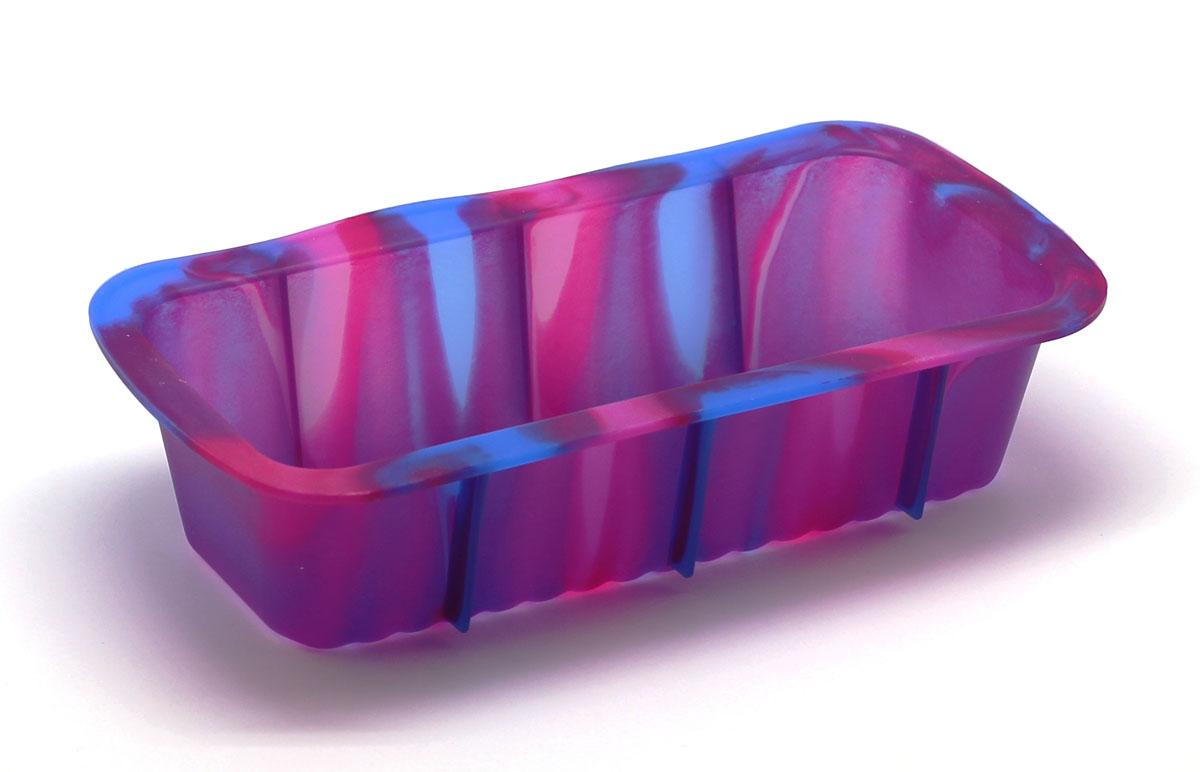 Форма для выпечки Каравай, цвет: фиолетовый94672Силиконовая форма для выпечки имеет много преимуществ по сравнению с традиционной металлической и алюминиевой посудой. Она идеально подходит для использования в микроволновых, газовых и электрических печах при температурах до +230°С. Благодаря гибкости и антипригарным свойствам изделия, ваша выпечка никогда не потеряет свой внешний вид. Форма займет на вашей кухне минимум места, ее можно свернуть и убрать в шкаф, а при очередном использовании она примет первоначальный вид. Силикон не вступает ни в какое химическое воздействие с окружающими материалами. Следовательно, ваша пища никогда не будет содержать посторонних примесей и неприятных запахов.