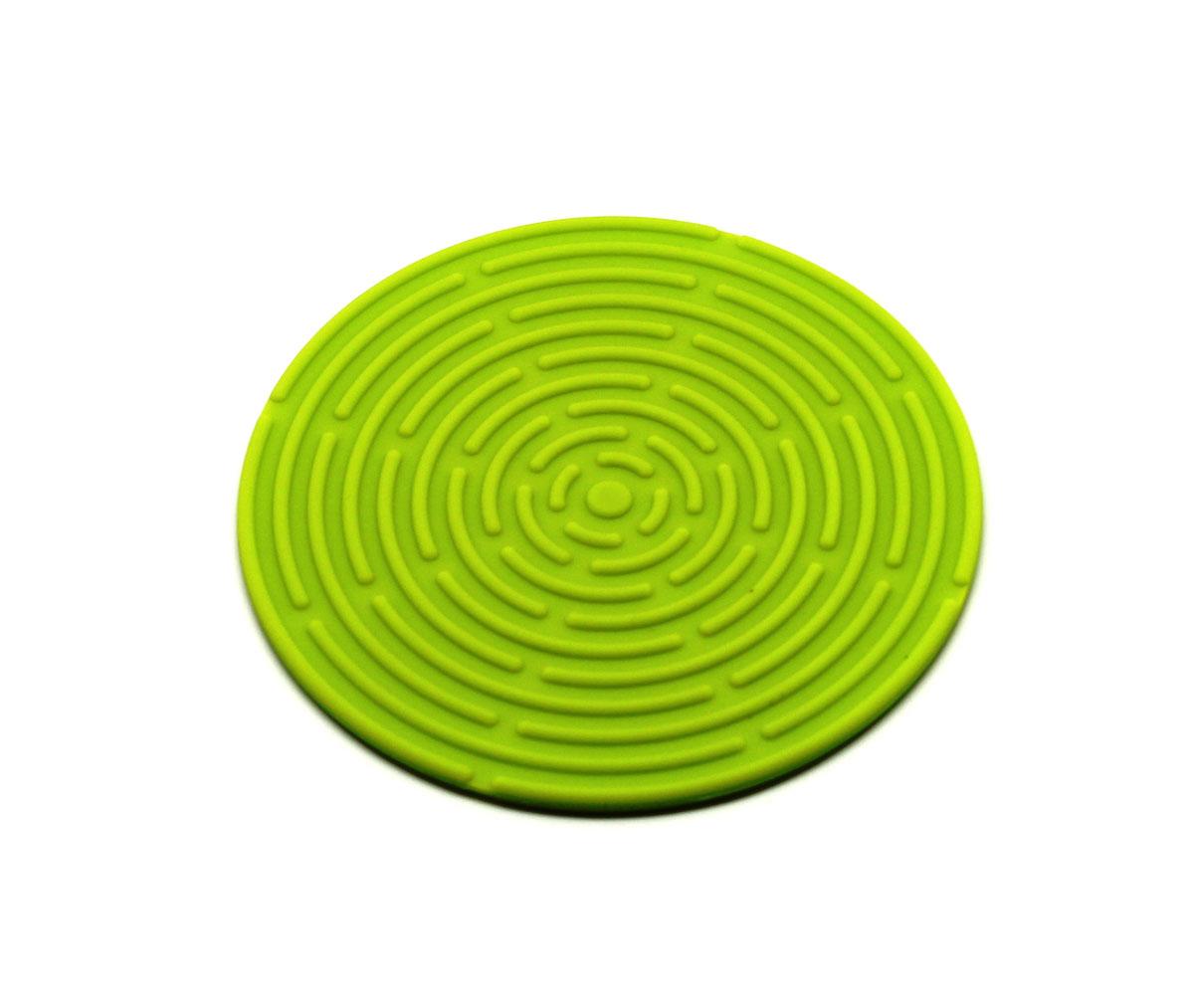 Подставка под горячее Atlantis, цвет: зеленый, диаметр 15 см23516Круглая подставка под горячее Atlantis изготовлена из высококачественного пищевого силикона. Выдерживает температуру до +230°С, не впитывает запахи и предохраняет поверхность вашего стола от высоких температур. Оригинальный дизайн внесет свежесть и новизну в интерьер кухни. Подставка под горячее станет незаменимым помощником на кухне. Легко моется в посудомоечной машине.
