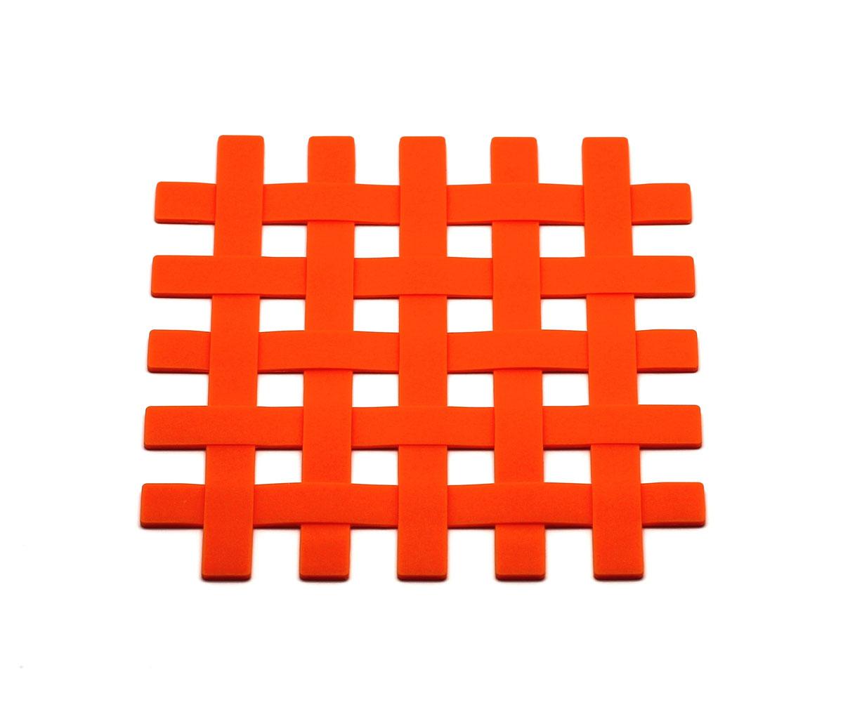 Подставка под горячее Atlantis Решетка, цвет: оранжевый, 17,5 см х 17,5 см54 009312Подставка под горячее Atlantis Решетка изготовлена из высококачественного пищевого силикона. Выдерживает температуру до +230°С, не впитывает запахи и предохраняет поверхность вашего стола от высоких температур. Оригинальный дизайн внесет свежесть и новизну в интерьер вашей кухни. Подставка под горячее станет незаменимым помощником на кухне. Легко моется в посудомоечной машине.