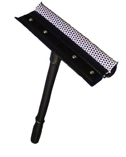Стеклоочиститель Home Queen со съемной ручкой, 38 см57575Стеклоочиститель Home Queen, выполненный из пластика, полипропилена, поролона и резины, подойдет для очистки поверхностей. Благодаря полиэстеровой сетке, стеклоочиститель справится со сложными загрязнениями, а структура поролона позволит сэкономить моющее средство. Стеклоочиститель имеет сгон для воды. Удобная ручка откручивается. Длина съемной ручки: 38 см.Размер насадки: 21 см х 7,5 см х 3,5 см.
