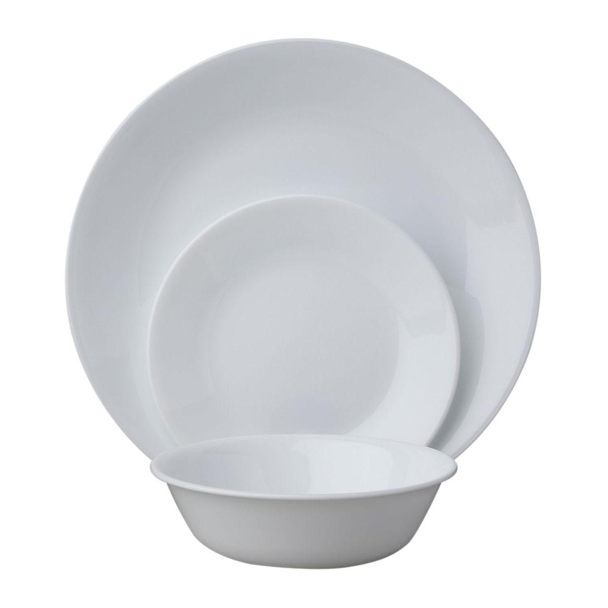 Набор посуды Winter Frost White 18пр, цвет: белый115510Преимуществами посуды Corelle являются долговечность, красота и безопасность в использовании. Вся посуда Corelle изготавливается из высококачественного ударопрочного трехслойного стекла Vitrelle и украшена деколями американских и европейских дизайнеров. Рисунки не стираются и не царапаются, не теряют свою яркость на протяжении многих лет. Посуда Corelle не впитывает запахов и очень долгое время выглядит как новая. Уникальная эмаль, используемая во время декорирования, фактически становится единым целым с поверхностью стекла, что гарантирует долгое сохранение нанесенного рисунка. Еще одним из главных преимуществ посуды Corelle является ее безопасность. В производстве используются только безопасные для пищи пигменты эмали, при производстве посуды не применяется вредный для здоровья человека меламин. Изделия из материала Vitrelle: Прочные и легкие; Выдерживают температуру до 180С; Могут использоваться в посудомоечной машине и микроволновой печи; Штабелируемые; Устойчивы к царапинам; Ударопрочные; Не содержит меламин.6 обеденных тарелок 26 см; 6 десертных тарелок 17 см; 6 суповых тарелок 530 мл