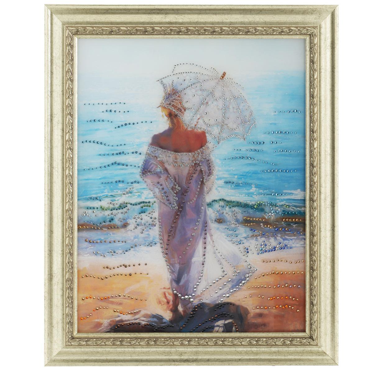 Картина с кристаллами Swarovski Влюбленная в море, 50 см х 60 см853133Изящная картина в багетной раме, инкрустирована кристаллами Swarovski, которые отличаются четкой и ровной огранкой, ярким блеском и чистотой цвета. Красочное изображение овечки, расположенное под стеклом, прекрасно дополняет блеск кристаллов. С обратной стороны имеется металлическая петелька для размещения картины на стене. Картина с кристаллами Swarovski Влюбленная в море элегантно украсит интерьер дома или офиса, а также станет прекрасным подарком, который обязательно понравится получателю. Блеск кристаллов в интерьере, что может быть сказочнее и удивительнее. Картина упакована в подарочную картонную коробку красного цвета и комплектуется сертификатом соответствия Swarovski. Количество кристаллов: 1425 шт. Размер картины: 50 см х 60 см.