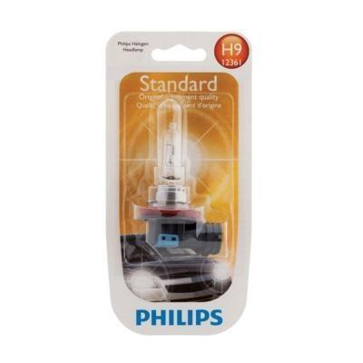 Лампа автомобильная галогенная Philips Vision, для фар, цоколь H9 (PGJ19-5), 12V, 65W2615S545JBАвтомобильная галогенная лампа Philips Vision произведена из запатентованного кварцевого стекла с УФ фильтром Philips Quartz Glass. Кварцевое стекло Philips в отличие от обычного твердого стекла выдерживает гораздо большее давление смеси газов внутри колбы, что препятствует быстрому испарению вольфрама с нити накаливания. Кварцевое стекло выдерживает большой перепад температур, при попадании влаги на работающую лампу изделие не взрывается и продолжает работать. Лампы Philips Vision дают на 30% больше света по сравнению со стандартными лампами. Они создают превосходный световой поток, отличаются приемлемой ценой и соответствуют стандартам качества для оригинального оборудования. Благодаря улучшенному распределению света лампы Philips Vision способны освещать дорогу на большем расстоянии, повышая безопасность и комфорт вождения. Автомобильные галогенные лампы Philips удовлетворят все нужды автомобилистов: дальний свет, ближний свет, передние противотуманные фары, передние и боковые указатели поворота, задние указатели поворота, стоп-сигналы, фонари заднего хода, задние противотуманные фонари, освещение номерного знака, задние габаритные/стояночные фонари, освещение салона.
