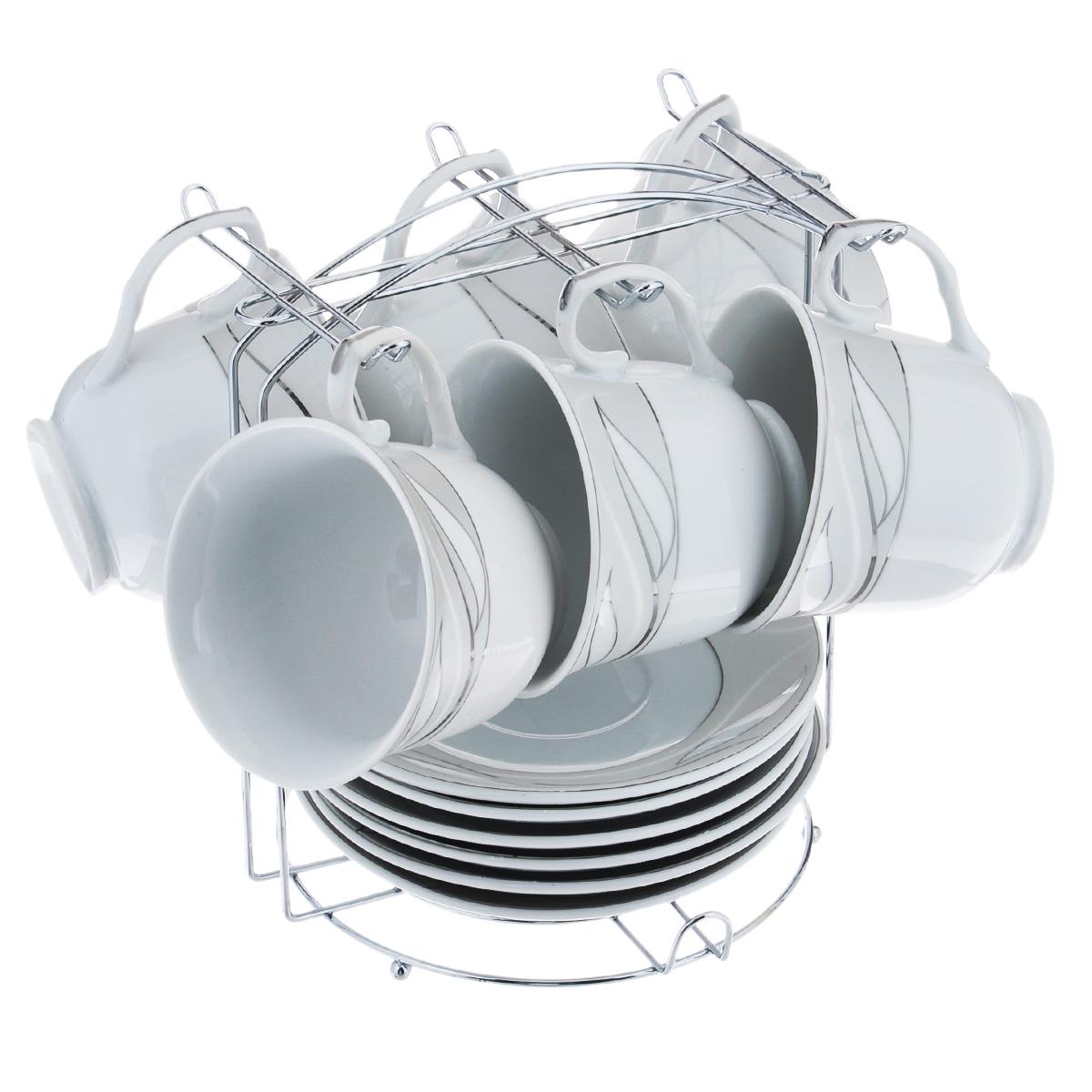 Набор чайный Bekker, 13 предметов. BK-680221395599Чайный набор Bekker состоит из 6 чашек, 6 блюдец и металлической подставки. Изделия выполнены из высококачественного фарфора белого цвета, украшенного изящными цветочными узорами серебристой эмалью. Для предметов набора предусмотрена специальная металлическая подставка с крючками для чашек и подставкой для блюдец. Изящный чайный набор прекрасно оформит стол к чаепитию и станет замечательным подарком для любой хозяйки. Можно мыть в посудомоечной машине.Объем чашки: 220 мл. Диаметр чашки (по верхнему краю): 9 см. Высота чашки: 7,5 см. Диаметр блюдца: 14 см.