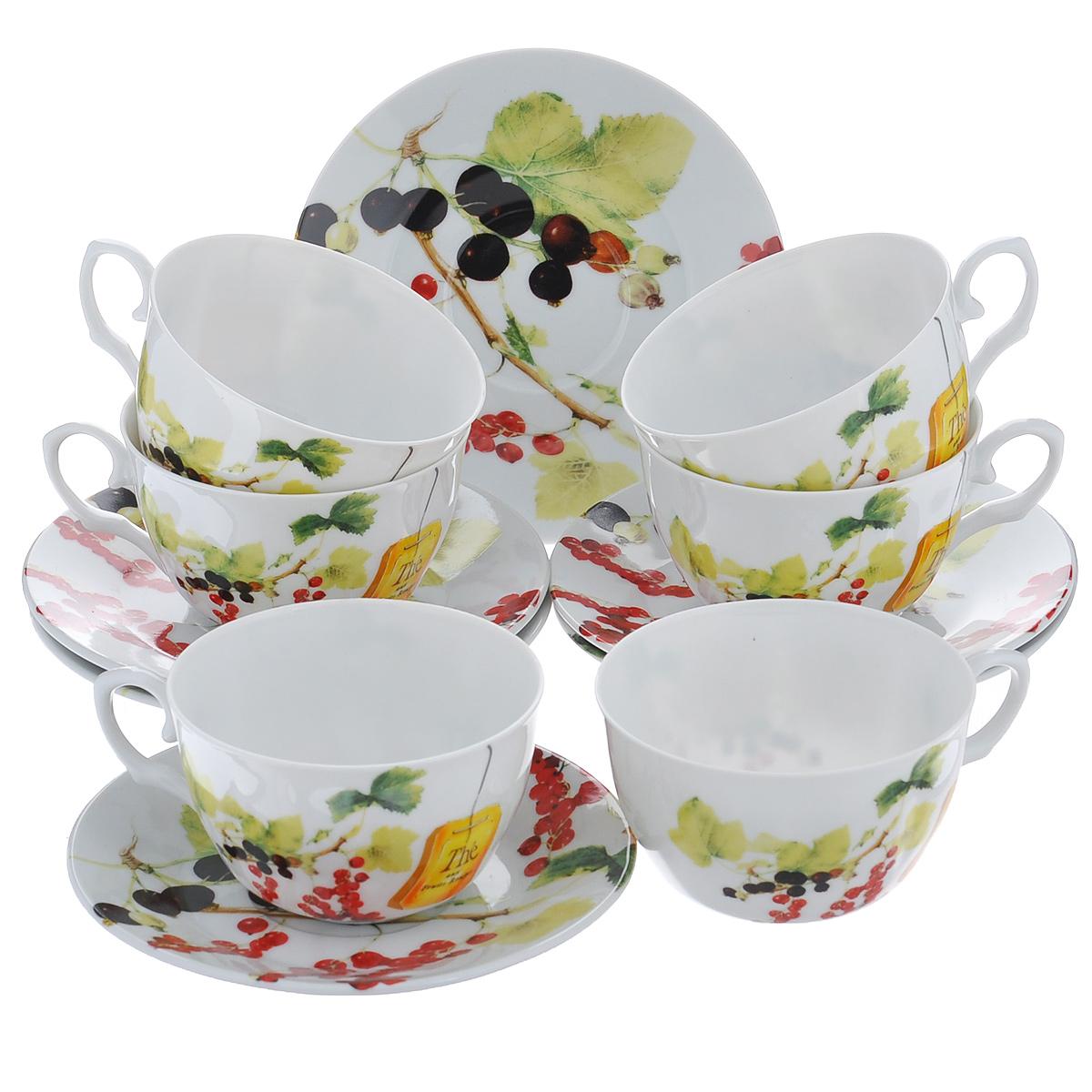 Набор чайный Larange Смородина, 12 предметовVT-1520(SR)Чайный набор Смородина, выполненный из высококачественного фарфора, состоит из шести чашек и шести блюдец. Изделия декорированы изображением ягод красной и черной смородины. Элегантный дизайн и совершенные формы предметов набора привлекут к себе внимание и украсят интерьер вашей кухни. Чайный набор Смородина идеально подойдет для сервировки стола и станет отличным подарком к любому празднику.Чайный набор упакован в круглую подарочную коробку из плотного картона лимонного цвета. Внутренняя часть коробки задрапирована белой атласной тканью, и каждый предмет надежно крепится в определенном положении благодаря особым выемкам в коробке. Не использовать в микроволновой печи. Не применять абразивные чистящие вещества. Объем чашки: 225 мл.Диаметр чашки по верхнему краю: 9,5 см.Высота чашки: 6 см.Диаметр блюдца: 14,5 см.