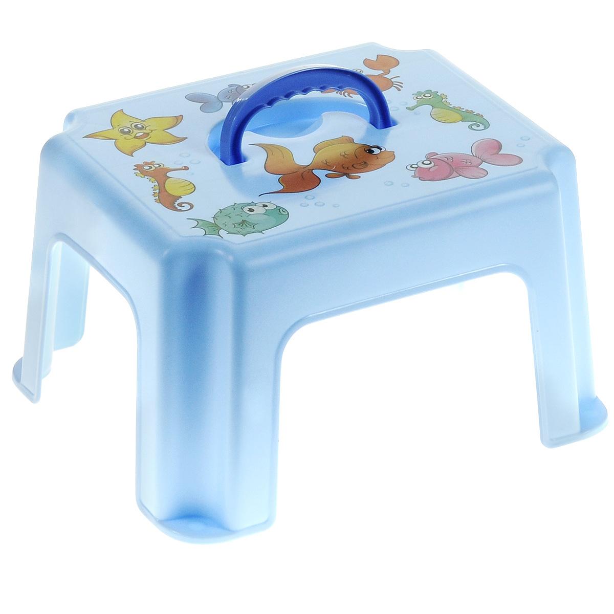Табурет-подставка детский, с ручкой, цвет: голубойFS-80264Табурет-подставка Idea изготовлен из высококачественного прочного пластика, оформленного красочными изображениями, которые привлекут внимание ребенка. Изделие предназначено для детей, можно использовать и как стульчик, и как подставку для игрушек. Очень удобный аксессуар для мам и малышей. Табурет оснащен ручкой для удобной переноски.