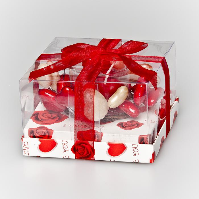 Подсвечник декоративный Home Queen С любовью, со свечой. 6411812723Подсвечник Home Queen С любовью, выполненный из пластика, украсит интерьер вашего дома или офиса. Оригинальный дизайн и красочное исполнение создадут отличное настроение. Подсвечник выполнен в виде круга с сердечками и снабжен восковой свечой в стеклянном стакане.Вы можете поставить подсвечник в любом месте, где он будет удачно смотреться, и радовать глаз. Кроме того - это отличный вариант подарка для ваших близких и друзей.