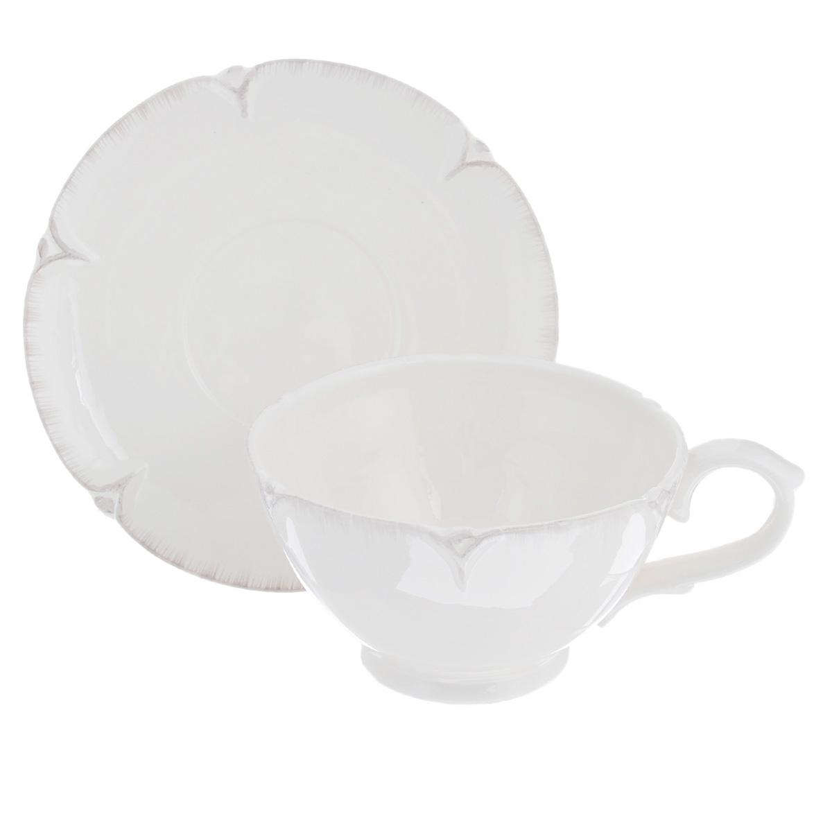 Чайная пара Lillo Ideal, 2 предмета. 214951115510Чайная пара Lillo Ideal сочетает в себе изысканный дизайн с максимальной функциональностью. Чашка с блюдцем выполнены из высококачественной керамики. Оформление придется по вкусу и ценителям классики, и тем, кто предпочитает утонченность и изысканность. Такая чайная пара станет отличным сувениром для ваших друзей и близких.Можно использовать в посудомоечной машине и микроволновой печи. Диаметр чашки по верхнему краю: 13,5 см.Высота чашки: 8 см.Объем чашки: 540 мл.Диаметр блюдца: 18,5 см.