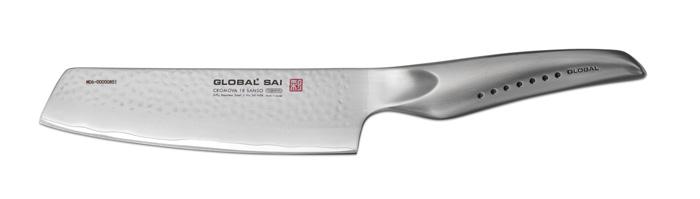 Нож для овощей Global Sai, длина лезвия 15 смМ 1574Ножи Global Sai сделаны по тем же строгим стандартам, что и классические линейки Global, однако имеют полностью обновленный эргономичный дизайн ручек, учитывающий положение большого пальца, что позволяет уменьшить усилия при резке. Привлекательная двусторонняя отделка лезвия, выполненная специальным электромолотком, имеет не только декоративную функцию - получившиеся таким образом воздушные карманы, позволяют идеально нарезать продукты, и не допускают прилипания пищи к лезвию.Бренд Global выбор многих поваров со всего мира, ножи этого производителя известны своей универсальностью и исключительной ловкостью.Отличительной чертой японских ножей Global являются их рукоятки и уникальная бесшовная конструкция. Рукоятки и лезвия изготовлены из одного, цельного полотна нержавеющей стали, что делает ножи максимально гигиеничными и прочными. На них не скапливается грязь, и их очень легко мыть. Покрытие рукоятки специальными ямочками-впадинами, обеспечивает удобный и надежный захват.Лезвие изготовлено из специального материала Cromova 18 Sanso, который состоит из трех слоев нержавеющей стали (центрального и двух боковых). Центральный слой режущей поверхности сделан из нержавеющей стали Cromova 18 (хром, молибден, ванадий) с твердостью по шкале Роквелла 58-59 единиц и заточен к острому краю, что дает удивительные результаты при резке. Этот слой заключен между двумя боковыми слоями более мягкой нержавеющей стали SUS 410, что помогает защитить лезвие от скалывания и коррозии. Еще одной важной отличительной характеристикой ножа является его идеальная балансировка. Полая ручка ножа заполнена песком, количество которого точно рассчитано, чтобы обеспечить наиболее оптимальное соотношение веса лезвия и рукоятки. Этот метод позволяет добиться максимально точной балансировки.Не рекомендуется использование в посудомоечной машине.