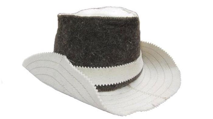 Шапка для сауны Home Queen КовбойAPS-4L-01Шапка для бани и сауны Home Queen Ковбой, изготовленная из тонкошерстного войлока, это незаменимый аксессуар для любителей попариться в русской бане и для тех, кто предпочитает сухой жар финской бани. Шапка изготовлена из натуральной шерсти и благодаря этому надежно защищает вашу голову и волосы от воздействия высоких температур и повышенной влажности.Такая шапка станет отличным подарком для любителей отдыха в бане или сауне. Размер шапки: 55-60.