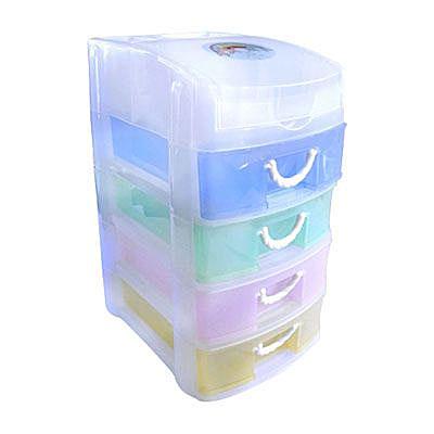 Контейнер для мелочей с 4 ящиками YS94-5414, 19*14.7*26.8смTD 0033Контейнер для мелочей изготовлен из прозрачного пластика, что позволяет видеть содержимое. Внутри содержится 5 ячеек для хранения мелких принадлежностей. Крышка плотно закрывается. Такой контейнер поможет держать вещи в порядке. Идеально подходит для хранения принадлежностей для шитья и других мелких бытовых предметов.