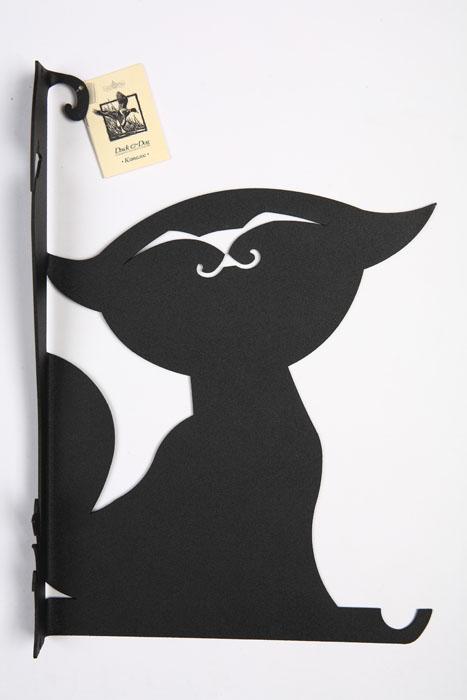 Держатель для цветов Duck&Dog Котенок, 20 см х 29 смZ-0307Держатель для цветов Duck&Dog Котенок изготовлен из металла и покрыт специальной порошковой краской черного цвета, что гарантирует долговечность срока службы. Изделие обладает высокой прочностью и износостойкостью. Имеется один крючок для подвешивания цветочного горшка.Держатель для цветов Duck&Dog - это удобный и функциональный аксессуар, который прекрасно подойдет для декора дома или дачи, внутри помещения или уличного. Оригинальные и прочные изделия украсят и сделают уютным ваш дом, станут отличным подарком друзьям для дачи или на новоселье.Крепится к стене с помощью 2 винтов-саморезов (в комплект не входят).