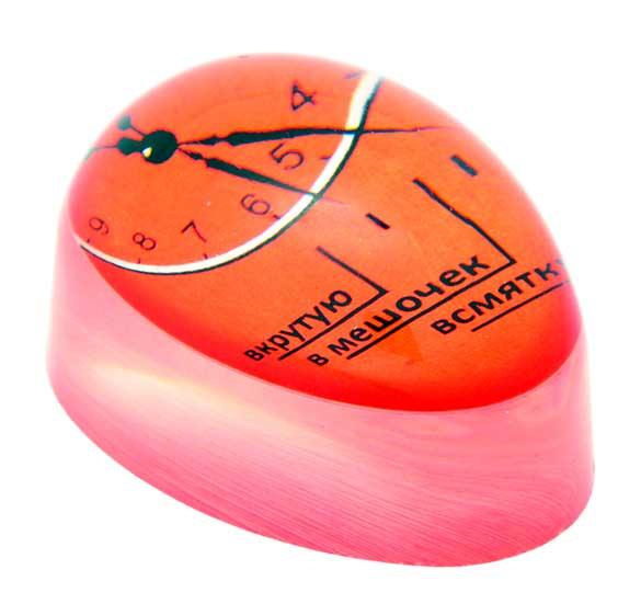 Набор для варки яиц Borner, 3 предметаСТР00000378Набор для варки яиц Borner состоит из термо-таймера и двух пластиковых подставок под вареные яйца. Таймер для варки яиц поможет приготовить яйца в нужном вам виде. Изделие выполнено из органического стекла. Использовать таймер очень просто. Налейте в кастрюлю холодную воду, положите необходимое количество яиц, поместите туда таймер и поставьте на плиту. В процессе варки таймер начнет изменять цвет от внешнего контура. Достижение контуром определенного деления (всмятку, в мешочек, вкрутую) означает соответствующую степень готовности яиц. Оригинально и просто!Материал: органическое стекло, пластик.Размер термо-таймера: 5,5 см х 4 см х 2,5 см.Размер подставки: 5 см х 4 см х 5 см.
