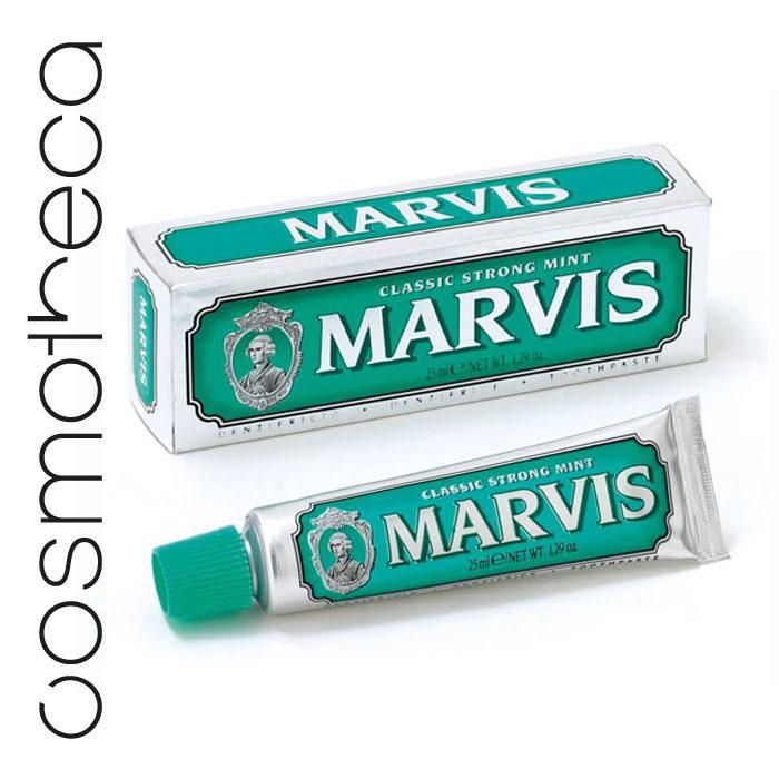 Marvis Зубная паста Классическая Насыщенная Мята 25 млMP59.4DЗубная паста Классическая Насыщенная Мята обладает заманчивым ароматом мяты и дает новое измерение длительной свежести. Фтор способствует укреплению зубной эмали, подавляя образование кислот бактериями зубного налета. Мягкие абразивные вещества нежно удаляют налет с зубов, не царапая эмаль, а мягко полируя ее. Целлюлозная смола предотвращает расслоение и затвердевание зубной пасты.