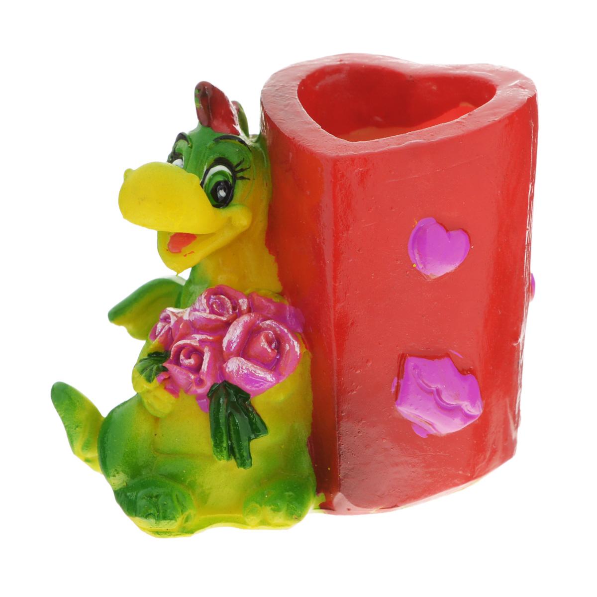 Подставка декоративная под зубочистки Lunten Ranta Влюбленный дракон. Сердце и цветы54 009312Декоративная подставка под зубочистки Lunten Ranta Влюбленный дракон. Сердце и цветы, изготовленная из полирезины и выполненная в виде композиции из обаятельного дракона и стакана, непременно украсит ваш стол. Емкость, куда вставляются зубочистки, выполнена в форме сердца.Такая подставка станет оригинальным украшением стола и подчеркнет вкус хозяйки. Размер подставки: 5 см х 3,5 см х 4,5 см.Размер стакана: 3 см х 2,5 см х 4 см.