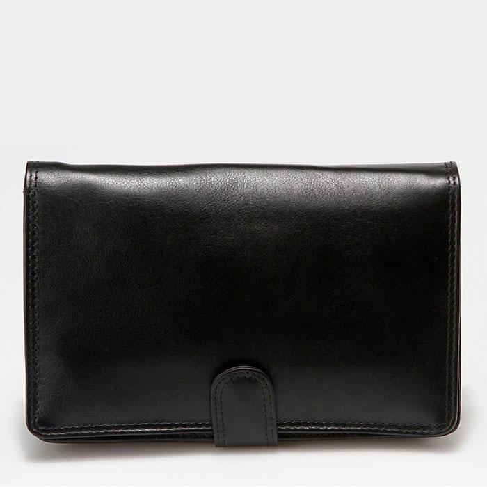 Барсетка мужская Bodenschatz, цвет: черный. 8-649/01967-637T-17s-01-42Стильная мужская барсетка Bodenschatz изготовлена из натуральной кожи, оформлена прострочками. Изделие закрывается клапаном на металлическую кнопку. Внутри - одно вместительное отделение, плоский карман, накладной карман на застежке-молнии и накладной карманчик для телефона. Под клапаном - плоский карман, два кармана на застежках-молниях и не большой накладной карманчик с клапаном для мелочи. На клапане с внутренней стороны есть плоский карман и десять отделений для визитных и кредитных карточек. На задней стороне модели - втачной карманчик на застежке-молнии. Барсетка дополнена удобным ремешком для ношения в руке. Изделие упаковано в фирменный чехол.Роскошная барсетка внесет роскошные нотки в ваш образ и подчеркнет ваше отменное чувство стиля.