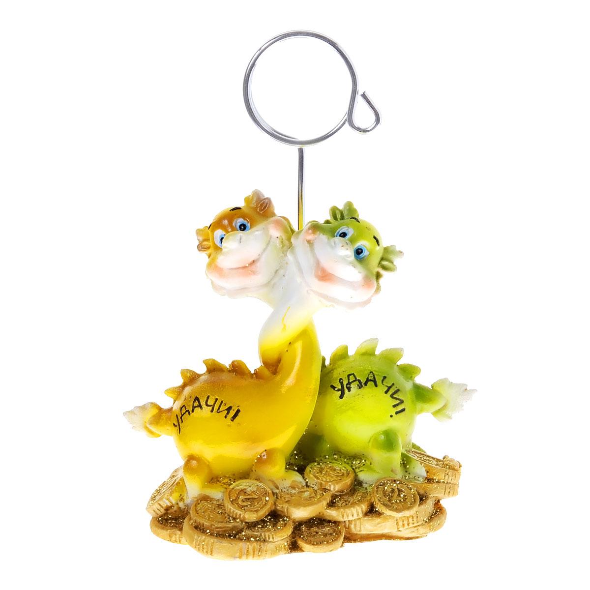 Статуэтка декоративная Lunten Ranta Радужный дракончик, с держателем для карточек, цвет: желтыйNLED-420-1.5W-RОчаровательная статуэтка Lunten Ranta Радужный дракончик станет оригинальным подарком для всех любителей стильных вещей. Она выполнена из полирезины в виде дракончиков с монетками. Статуэтка оснащена металлическим держателем для карточек. Изысканный сувенир станет прекрасным дополнением к интерьеру. Вы можете поставить статуэтку в любом месте, где она будет удачно смотреться, и радовать глаз.