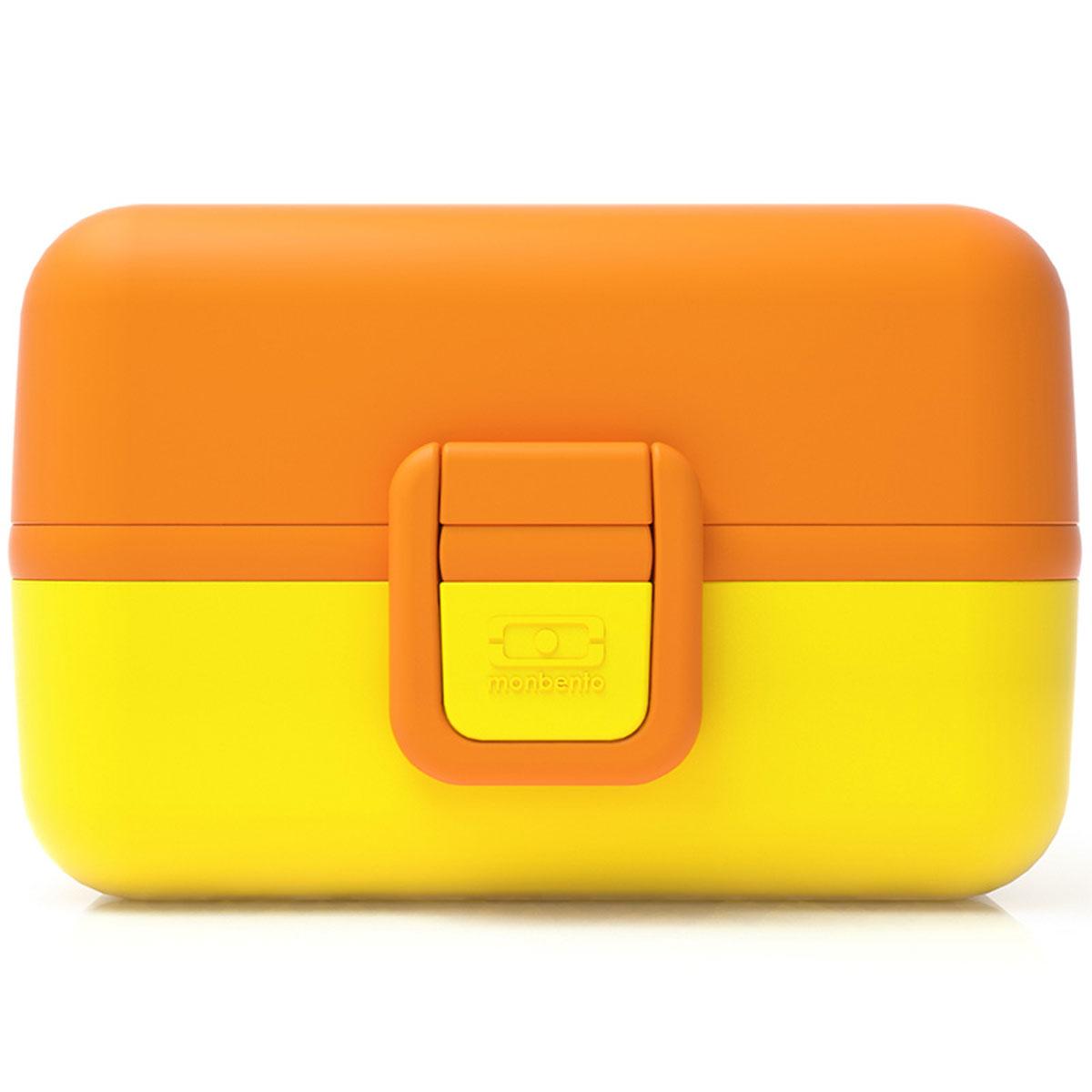 Ланчбокс Monbento Tresor, цвет: банановый, 900 мл3548360Ланчбокс Monbento Tresor изготовлен из высококачественного пищевого пластика. Предназначен для хранения и переноски пищевых продуктов. Ланчбокс плотно закрывается на две защелки. Внутри имеется большое прямоугольное отделение, которое закрывается крышечкой, и два квадратных контейнера с прозрачными крышками. Компактные размеры позволят хранить ланчбокс в любой сумке. Его удобно взять с собой на работу, отдых, в поездку. Теперь любимая домашняя еда всегда будет под рукой, а яркий дизайн поднимет настроение и подарит заряд позитива. Можно использовать в микроволновой печи и для хранения пищи в холодильнике, можно мыть в посудомоечной машине.Объем: 900 мл. Общий размер ланчбокса: 16 см х 9 см х 10 см. Размер квадратных контейнеров: 7,5 см х 7,5 см х 5 см.