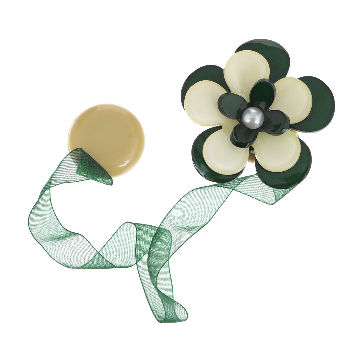 Клипса-магнит для штор Calamita Fiore, цвет: бутылочный, бежевый. 7704013_630SVC-300Клипса-магнит Calamita Fiore, изготовленная из пластика и полиэстера, предназначена для придания формы шторам. Изделие представляет собой два магнита, расположенные на разных концах текстильной ленты. Один из магнитов оформлен декоративным цветком. С помощью такой магнитной клипсы можно зафиксировать портьеры, придать им требуемое положение, сделать складки симметричными или приблизить портьеры, скрепить их. Клипсы для штор являются универсальным изделием, которое превосходно подойдет как для штор в детской комнате, так и для штор в гостиной. Следует отметить, что клипсы для штор выполняют не только практическую функцию, но также являются одной из основных деталей декора, которая придает шторам восхитительный, стильный внешний вид.Диаметр декоративного цветка: 5 см.Длина ленты: 28 см.