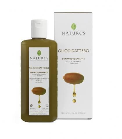 Natures Шампунь увлажняющий Oliodidattero, для сухих и поврежденных волос, 200 млFS-00610Использование шампуня превращает мытье головы в ритуал красоты, мгновенно увлажняя сухие, безжизненные волосы, возвращая им мягкость, наполняя силой от корней до самых кончиков. Специальная формула содержит питательный комплекс растительного происхождения на основе масла семян Финика, произрастающего в ограниченном регионе равнины Сахел и экстракта Баобаба. Обладает великолепными реструктуризирующими свойствами, питает, укрепляет волокно волоса, оживляет и наполняет силой поврежденные волосы, делает их блестящими и шелковистыми, предупреждает иссечение кончиков.
