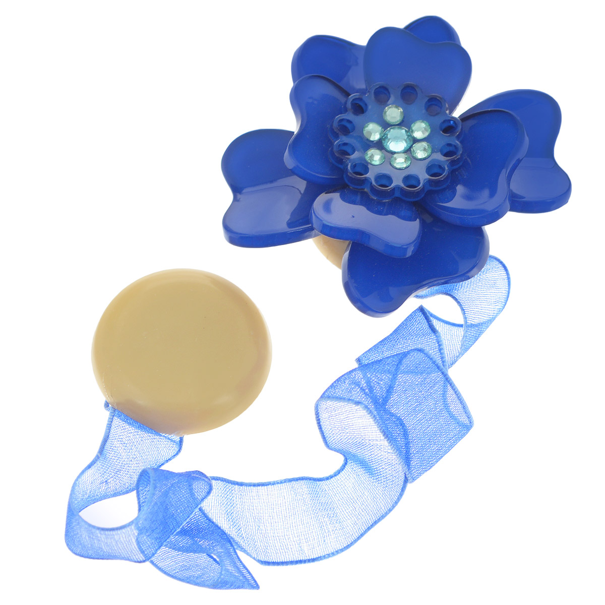 Клипса-магнит для штор Calamita Fiore, цвет: синий. 7704008_7921004900000360Клипса-магнит Calamita Fiore, изготовленная из пластика и текстиля, предназначена для придания формы шторам. Изделие представляет собой два магнита, расположенные на разных концах текстильной ленты. Один из магнитов оформлен декоративным цветком и украшен стразами. С помощью такой магнитной клипсы можно зафиксировать портьеры, придать им требуемое положение, сделать складки симметричными или приблизить портьеры, скрепить их. Клипсы для штор являются универсальным изделием, которое превосходно подойдет как для штор в детской комнате, так и для штор в гостиной. Следует отметить, что клипсы для штор выполняют не только практическую функцию, но также являются одной из основных деталей декора этого изделия, которая придает шторам восхитительный, стильный внешний вид. Материал: пластик, полиэстер, магнит.Диаметр декоративного цветка: 5 см.Диаметр магнита: 2,5 см.Длина ленты: 28 см.