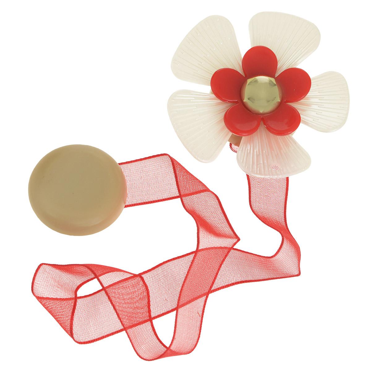 Клипса-магнит для штор Calamita Fiore, цвет:бежевый, красный. 7704017_572DAVC150Клипса-магнит Calamita Fiore, изготовленная из пластика и текстиля, предназначена для придания формы шторам. Изделие представляет собой два магнита, расположенные на разных концах текстильной ленты. Один из магнитов оформлен декоративным цветком. С помощью такой магнитной клипсы можно зафиксировать портьеры, придать им требуемое положение, сделать складки симметричными или приблизить портьеры, скрепить их. Клипсы для штор являются универсальным изделием, которое превосходно подойдет как для штор в детской комнате, так и для штор в гостиной. Следует отметить, что клипсы для штор выполняют не только практическую функцию, но также являются одной из основных деталей декора этого изделия, которая придает шторам восхитительный, стильный внешний вид. Материал: пластик, полиэстер, магнит.Диаметр декоративного цветка: 5 см.Диаметр магнита: 2,5 см.Длина ленты: 28 см.
