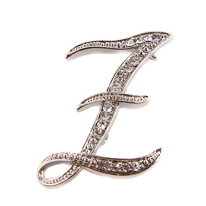 Брошь Буква Z. Металл, австрийские кристаллы. Конец ХX векаБрошь-булавкаБрошь Буква Z.Металл, австрийские кристаллы.Западная Европа, конец ХX века.Длина 6 см, ширина 3,5 см.Сохранность хорошая. Брошь представлена в виде буквы английского алфавита Z.Отличное украшение Вашего повседневного гардероба.