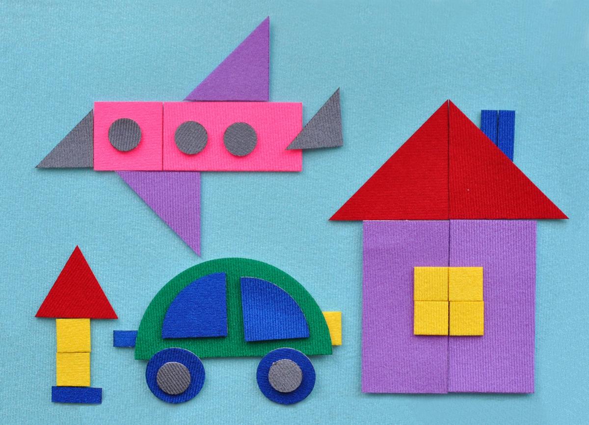 """С помощью набора """"Геометрическая мозаика-2"""" ваш ребенок сможет легко смастерить различные картинки. В набор входят 33 фигурки с микроскопическими липучками. Благодаря стигис-технологии, фигурки прикрепляются не только на любое место на фоне, но и друг на друга, что создает бесконечное разнообразие вариантов. Из геометрических стигисов Ваш ребёнок сможет составить всё, что подскажет фантазия. Домики превратятся в паровозик, корабль, машину, самолет, ракету и многое другое. Данная мозаика развивает творчество, фантазию, мелкую моторику, восприятие цвета, знакомит с важным понятием - симметрия. Игра отлично подойдет для занятий в группе, в дороге, проведения различных конкурсов. Является улучшенным аналогом фланелеграфа - пособия, используемого во всех детских садах."""