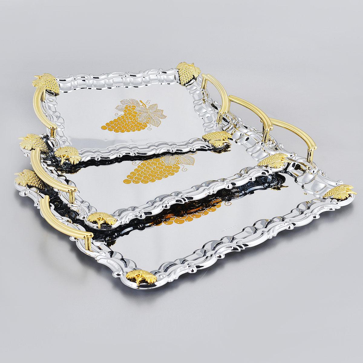 Набор подносов Wellberg Belvedere, 3 шт. 266WB115510Набор Wellberg Belvedere состоит из трех сервировочных подносов разного размера. Подносы изготовлены из высококачественной хромированной стали. Они имеют прямоугольную форму и оформлены изображением виноградной грозди, декоративными элементами и ручками золотистого цвета.Подносы отлично подойдут для подачи рыбных блюд, а традиционные блюда будут выглядеть на них более аппетитно. Благодаря оригинальному дизайну сервировочные подносы придадут элегантный вид любому обеденному столу.Не рекомендуется мыть в посудомоечной машине. Размер малого подноса: 26,4 см х 19 см. Размер среднего подноса: 33,5 см х 24 см. Размер большого подноса: 39,5 см х 32,5 см.