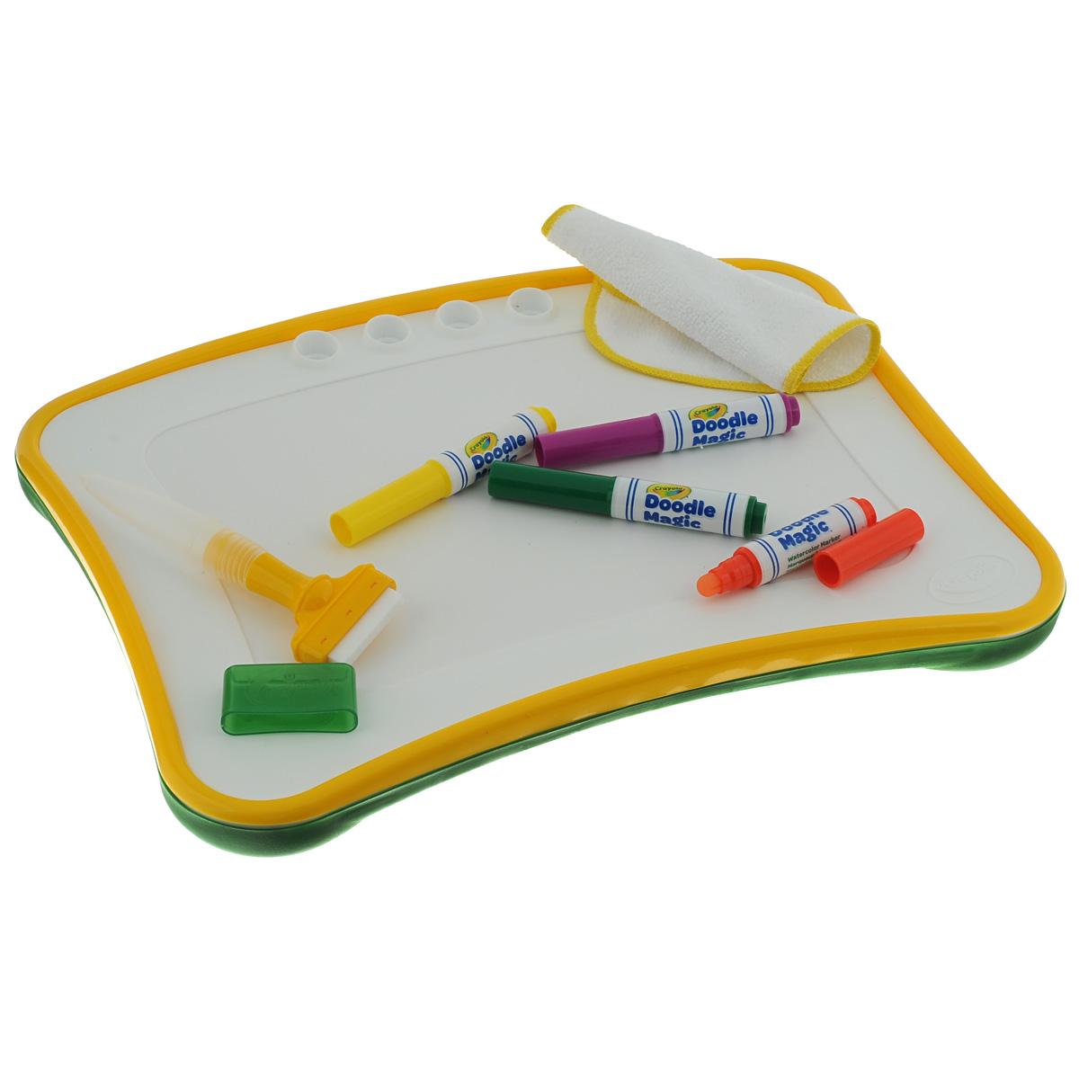 Доска для рисования Crayola Doodle Magic, с аксессуарамиFS-00897Специальная доска для рисования Crayola Doodle Magic поможет раскрыть талант юного художника, а также значительно упростит уборку его рабочего места для родителей. В набор включены четыре специальный маркера Doodle Magic желтого, красного, фиолетового и зеленого цветов. Следы от маркеров, сделанных по этой технологии, легко удаляются со всех поверхностей при помощи обычной воды. Еще одним преимуществом данного набора является то, что ребенку не обязательно искать бумагу для рисования. Поверхность доски рассчитана на многократное использование. Доска имеет практичные ячейки для хранения маркеров и губки.Помимо самой доски и маркеров, в комплект входят тряпочка и губка-щеточка. При помощи этих аксессуаров можно удалить следы маркеров со всех поверхностей, даже с одежды малыша.Такая доска идеально подойдет для путешествий - теперь вам не придется беспокоиться о том, чем занять малыша в пути: ребенок сможет рисовать, просто держа доску на коленях.Вашему маленькому художнику непременно понравится рисовать на доске Doodle Magic. Рисование помогает развить художественное восприятие и мелкую моторику ребенка, а также отлично снимает стресс и тренирует воображение.