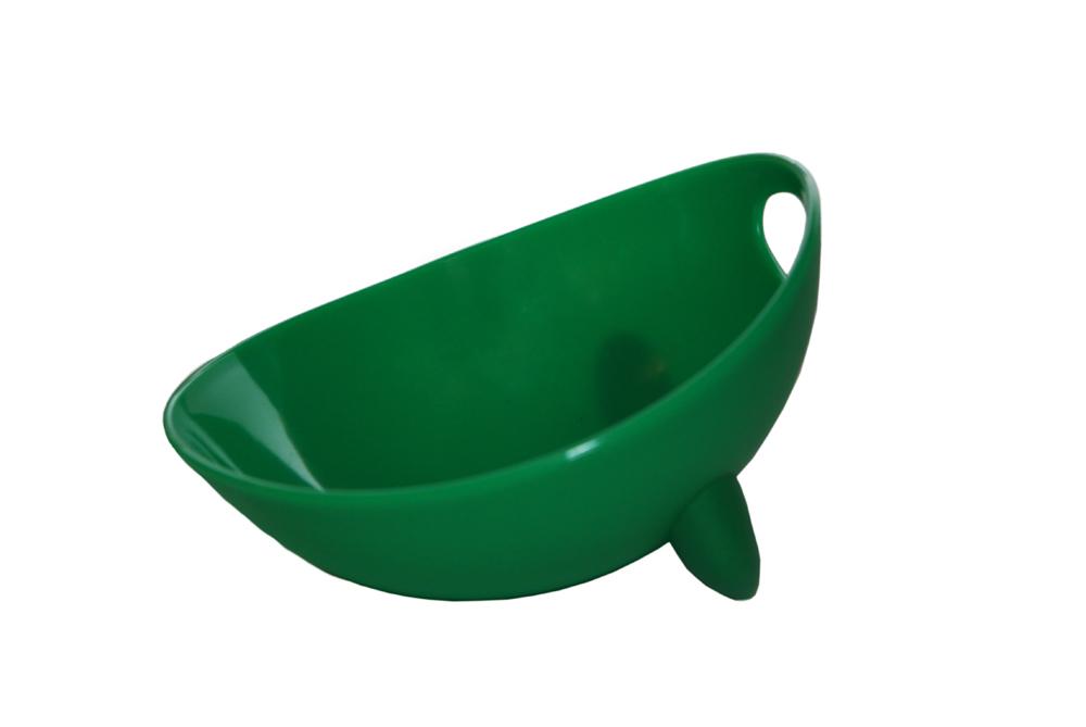Миска для животных Ziver, цвет: зеленый, 500 мл0120710Дизайнерская миска Ziver - это посуда с удобной для животных анатомической формой. Миска выполнена из пластика с глянцевой поверхностью внутри, а снаружи - матовой. За счет разных поверхностей миска легко моется водой. Съемная утяжеленная резиновая ножка не позволяет миске скользить по полу. Порадуйтесвоего питомца яркой и удобной миской для корма.Объем: 500 мл.Диаметр миски по верхнему краю: 13,5 см.Высота стенок: 7,5 см.