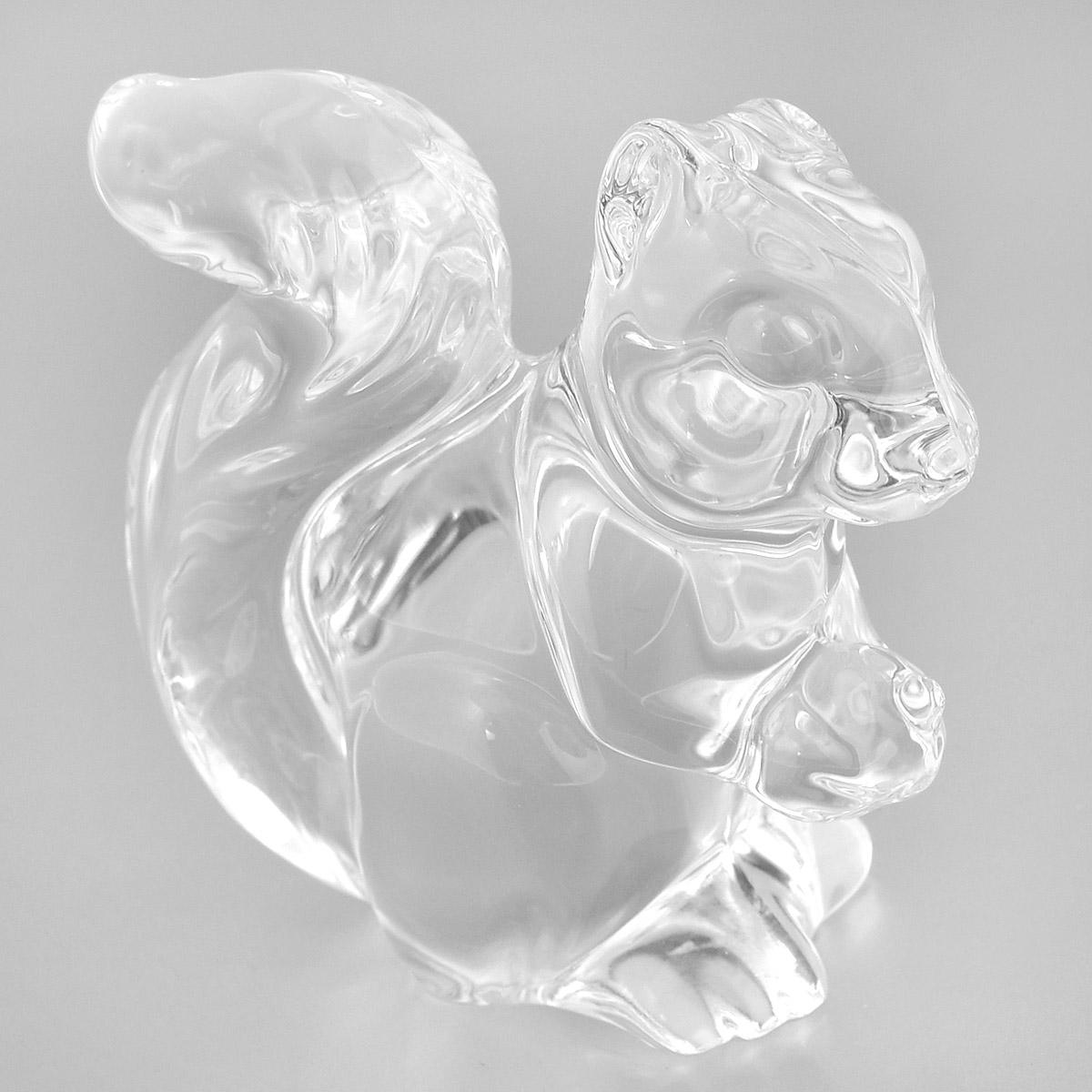 Фигурка декоративная Crystal Bohemia Белка, высота 8 см41619Фигурка Crystal Bohemia Белка изготовлена из высококачественного хрусталя. Фигурка выполнена в виде белки и сочетает в себе изысканный дизайн и лаконичность. Она прекрасно подойдет для декора интерьера дома или офиса и станет достойным дополнением к вашей коллекции. Вы можете поставить фигурку в любом месте, где она будет удачно смотреться и радовать глаз. Кроме того - это отличный вариант подарка для ваших близких и друзей. Высота: 8 см.