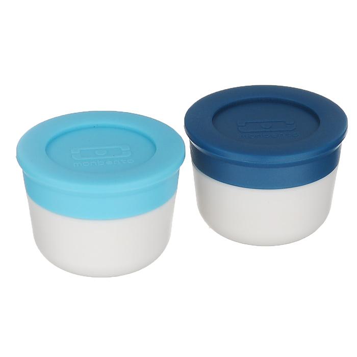 Набор соусниц Monbento Temple, с крышками, цвет: белый, синий, голубой, 20 мл, 2 шт115510Две маленьких соусницы Monbento Temple с крышками - удобное дополнение к ланч-боксу, которое позволит заправить соусом салат или гарнир прямо перед едой. Соусницы герметичны, идеально помещаются в ланч-бокс, занимая минимум места. Подойдут для майонеза, кетчупа, заправки к салату и даже соли. Сделаны из безопасных пищевых материалов без примеси вредного бисфенола А (BPA free). Можно мыть в посудомоечной машине. Можно хранить в морозильной камере. Объем: 20 мл. Диаметр соусниц: 3 см. Высота соусниц (с учетом крышки): 3 см.